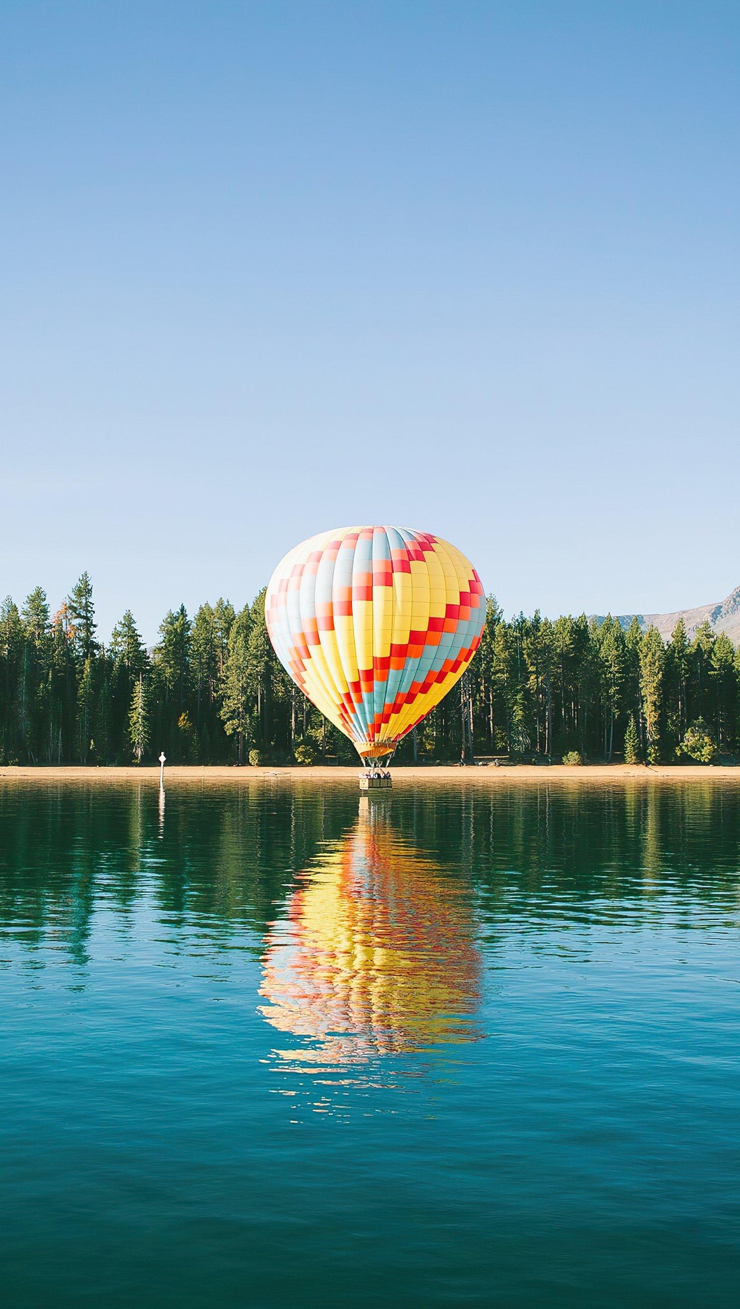 Wallpaper Hot air balloon in lake Vertical