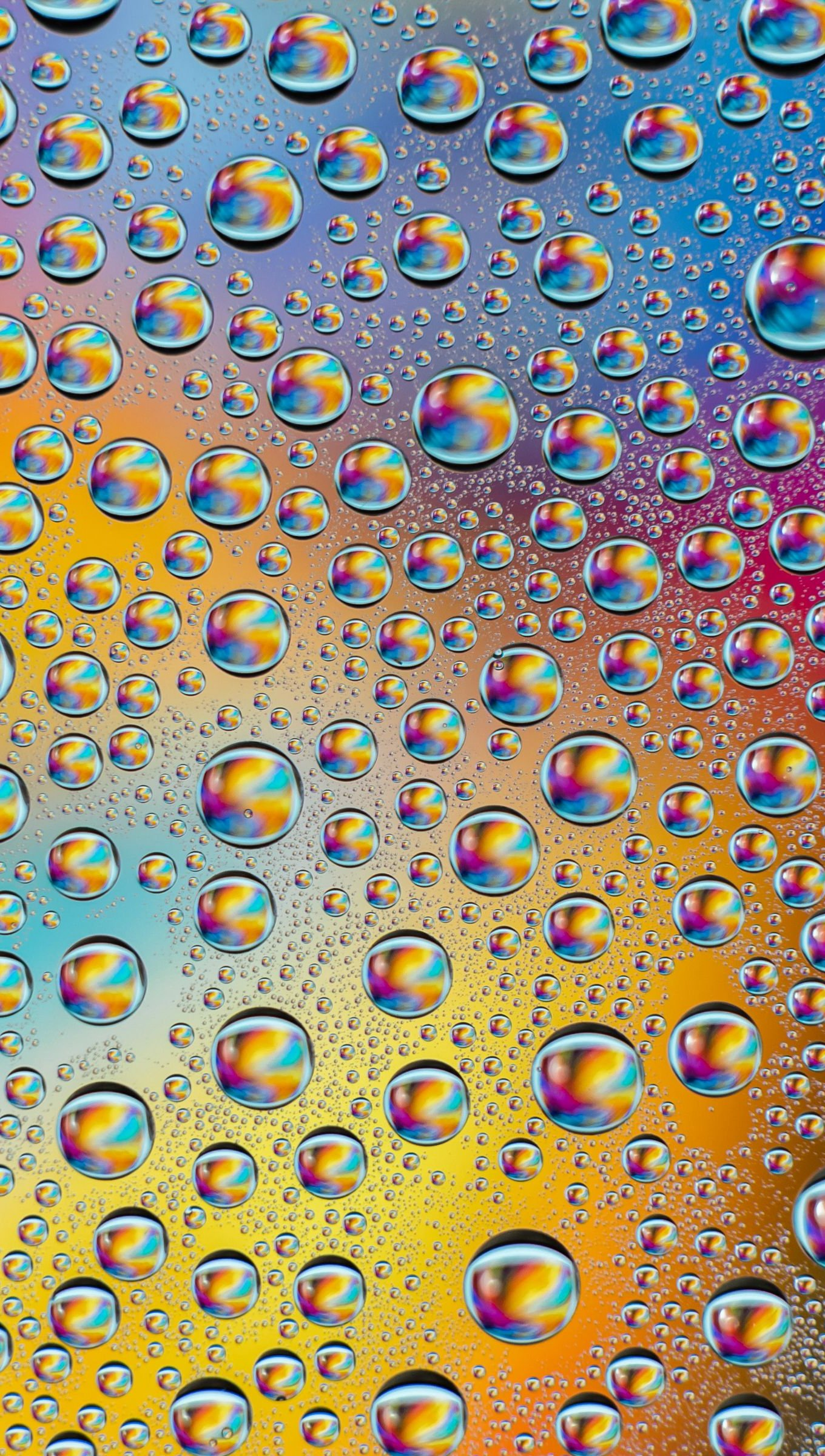 Fondos de pantalla Gotas de agua con colores del arcoiris Vertical