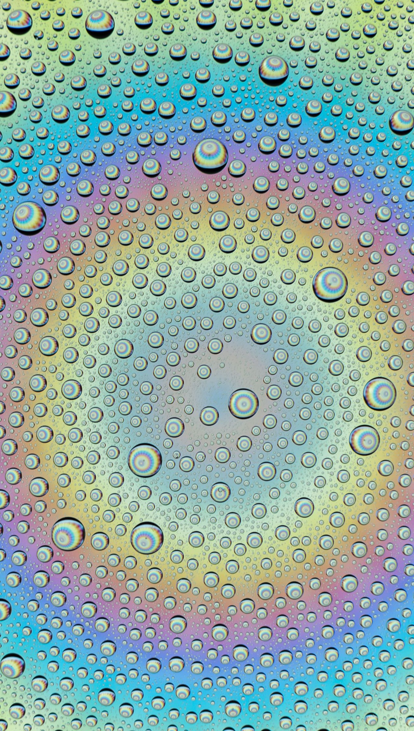 Wallpaper Drops of water with colored gradient Vertical