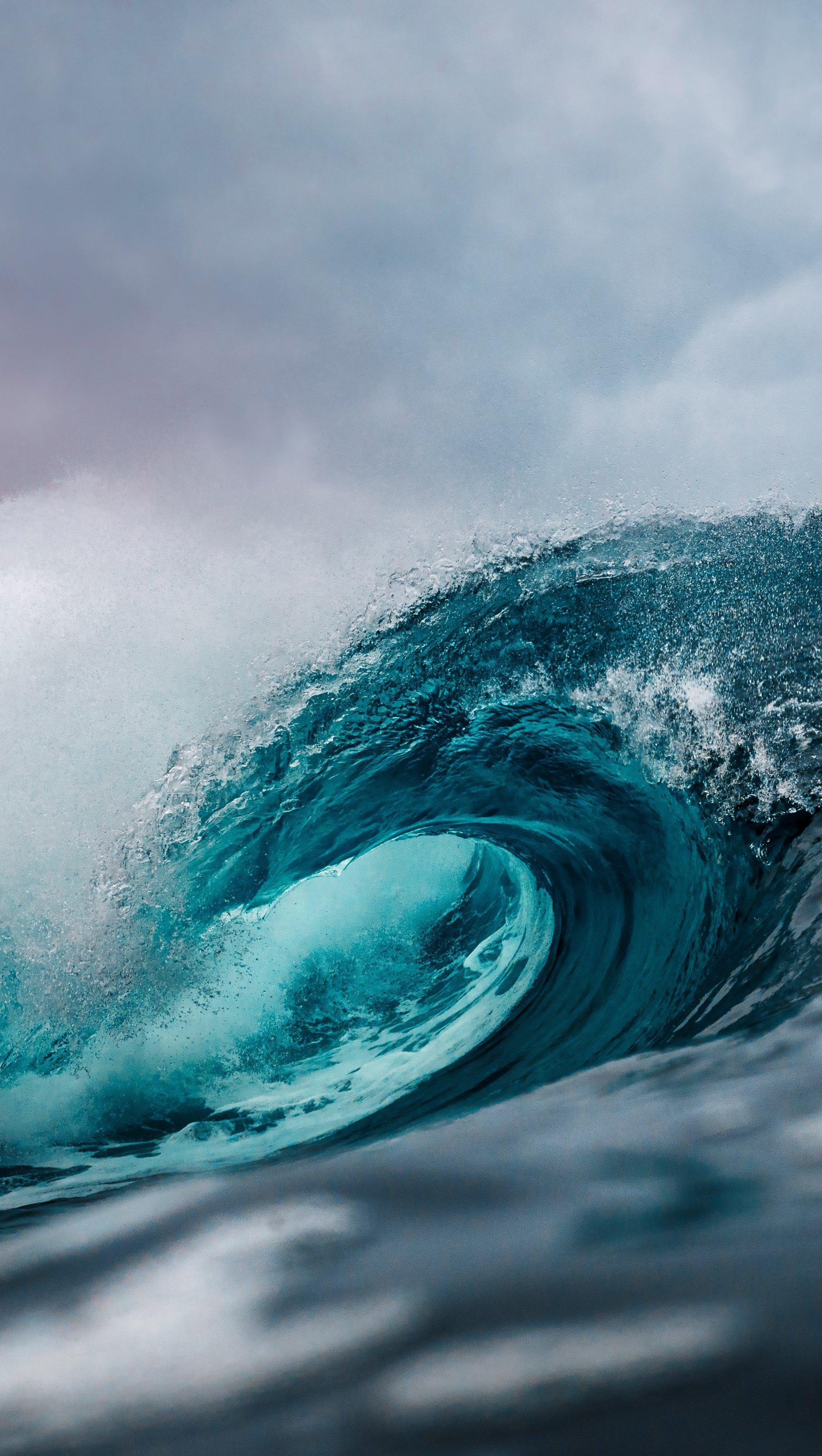 Wallpaper Big ocean wave Vertical