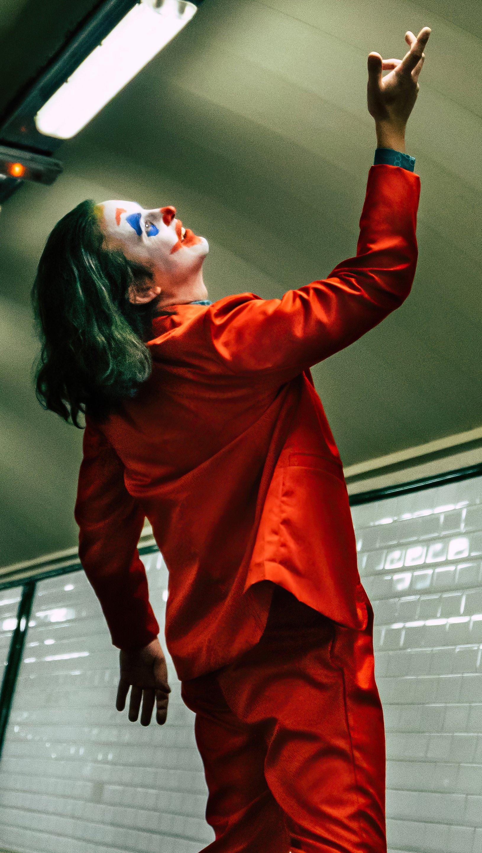 Wallpaper Joker on train station Vertical