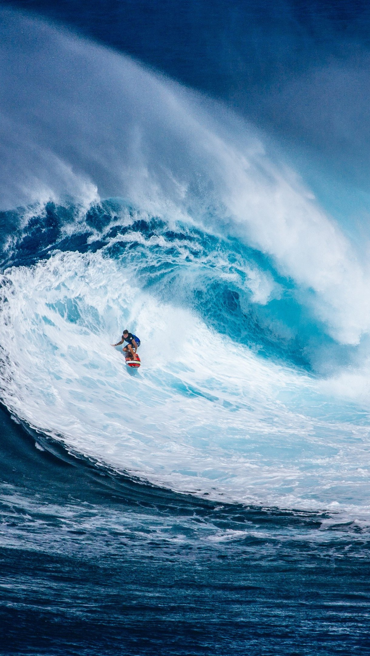Wallpaper Man surfing in grand wave Vertical