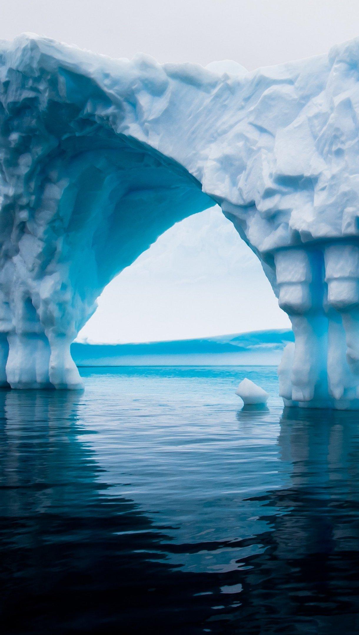 Fondos de pantalla Iceberg en el mar de Antártida Vertical