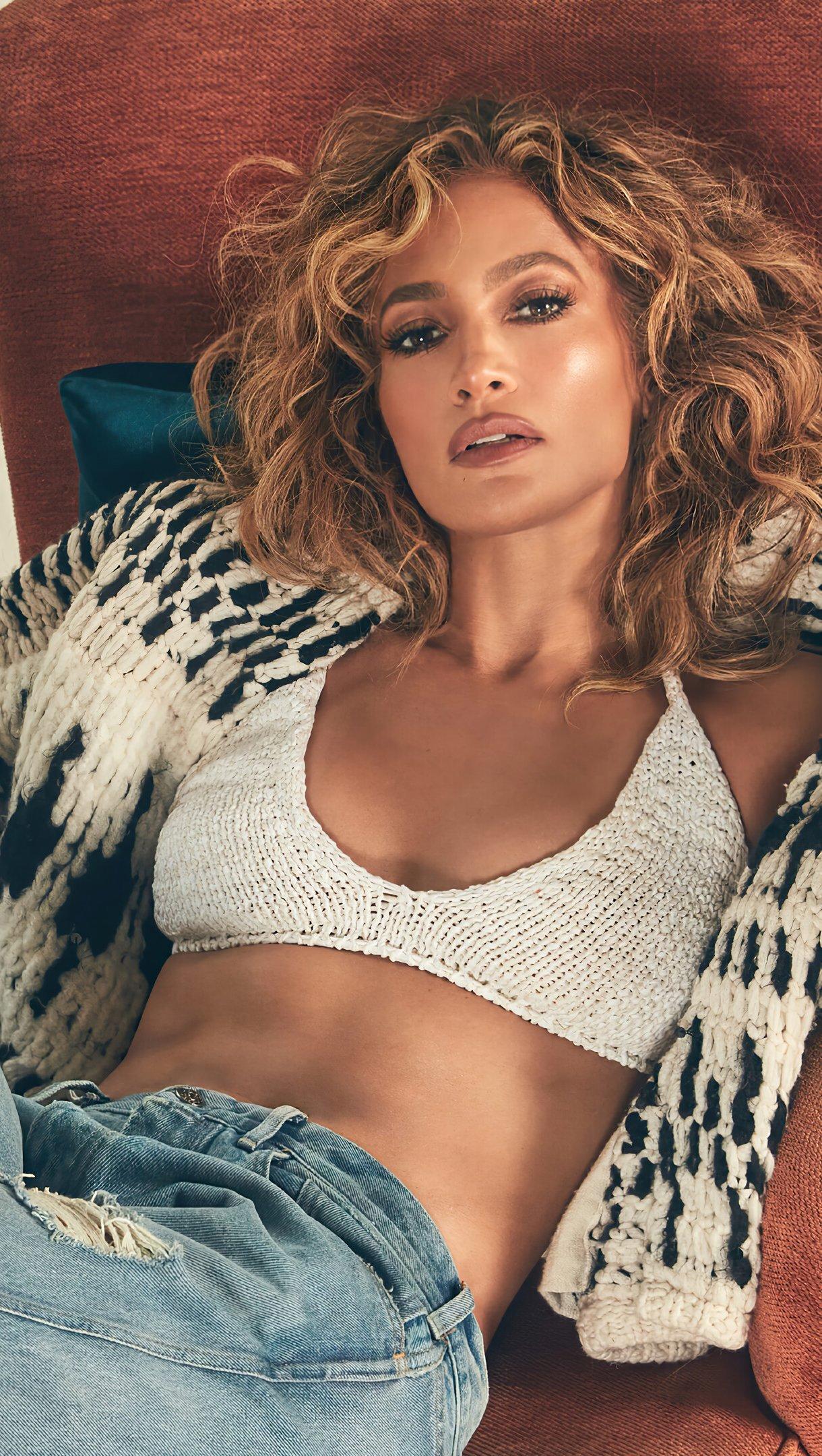 Wallpaper Jennifer Lopez on sofa Vertical