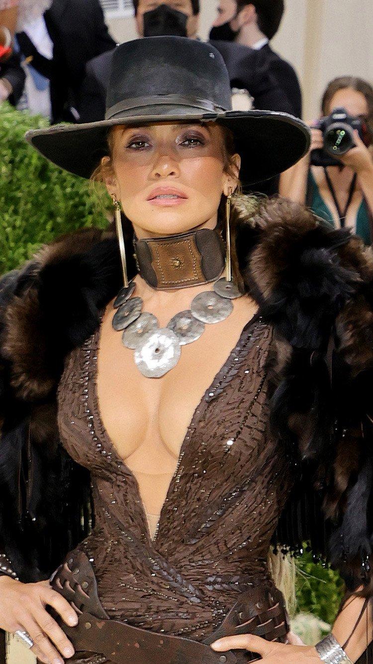 Fondos de pantalla Jennifer Lopez Met Gala 2021 Vertical