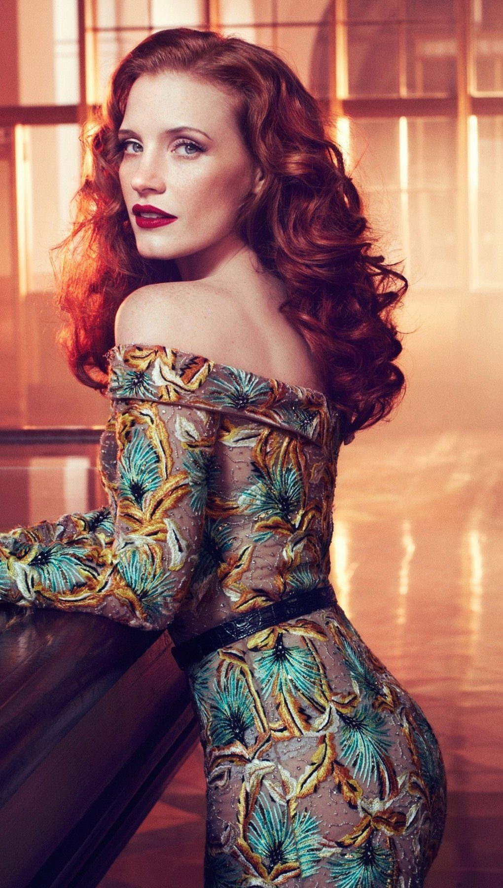 Wallpaper Jessica Chastain in a bar Vertical