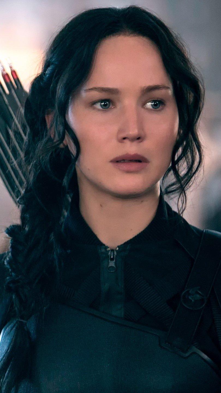 Wallpaper Katniss Everdeen in the 8th district Vertical