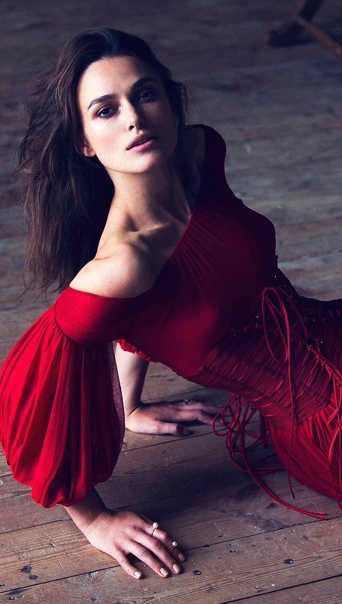 Fondos de pantalla Keira Knightley con un vestido rojo Vertical