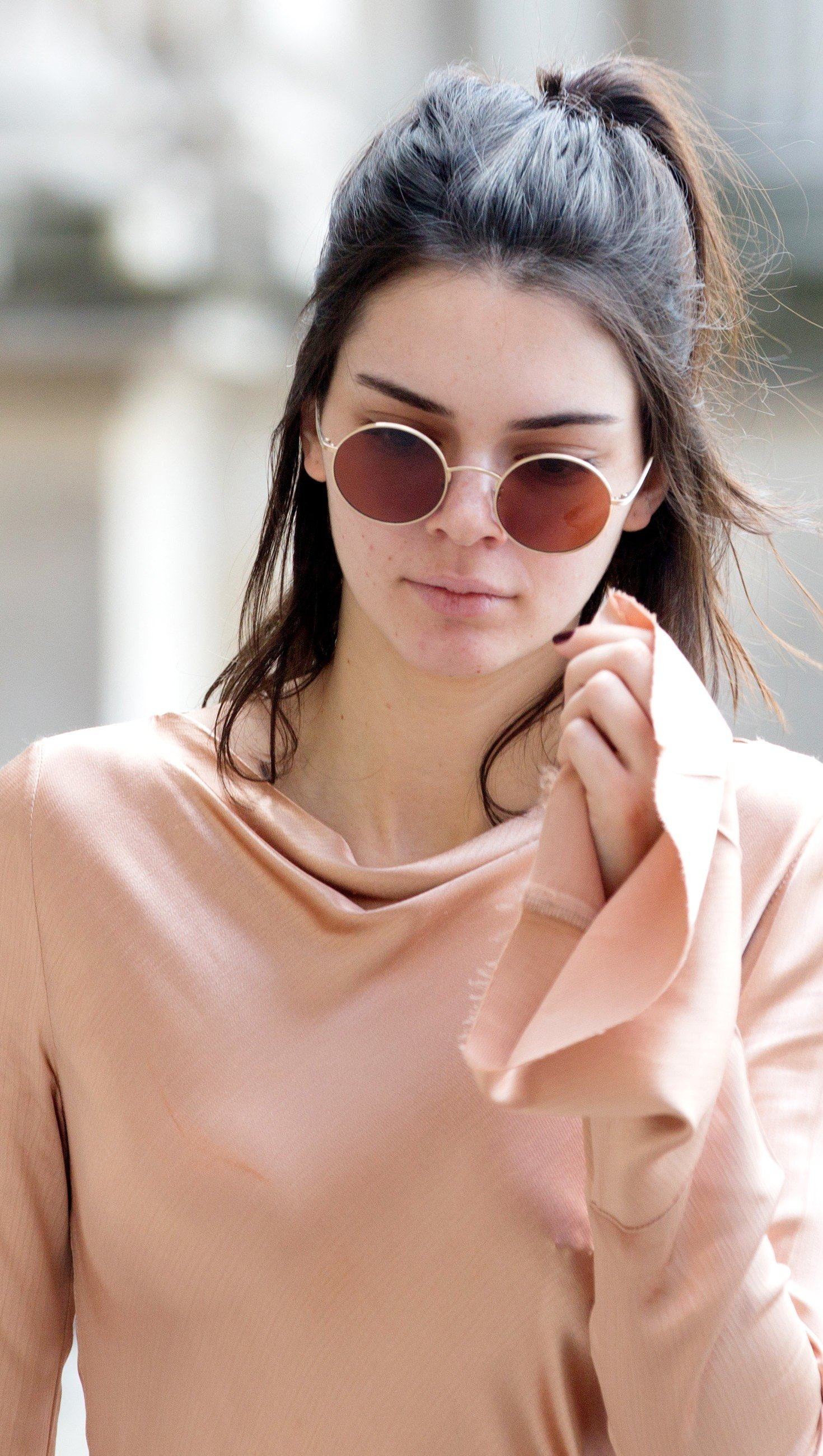 Wallpaper Kendall Jenner wearing sunglasses Vertical