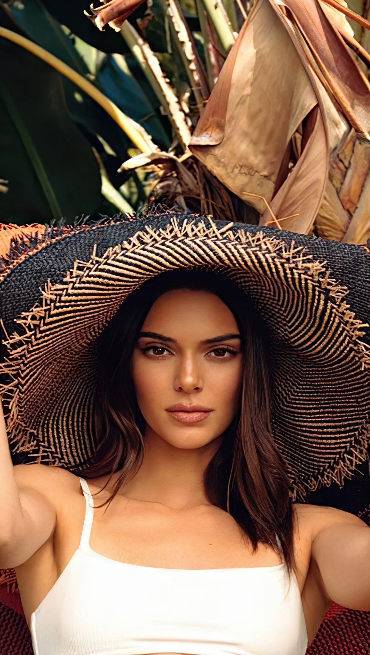 Wallpaper Kendall Jenner in photoshoot Vertical