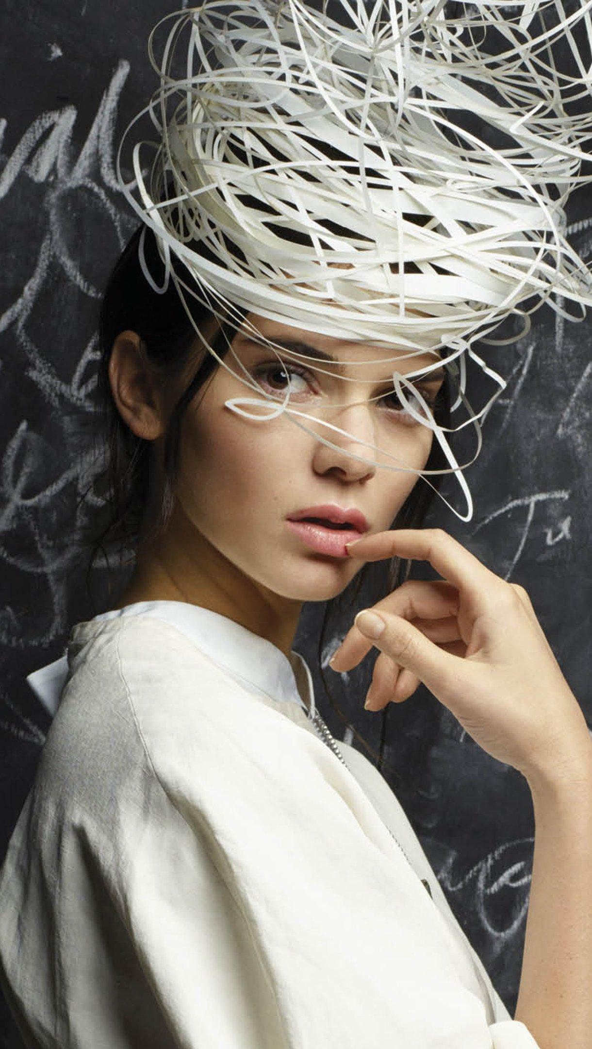 Wallpaper Kendall Jenner in blackboard Vertical