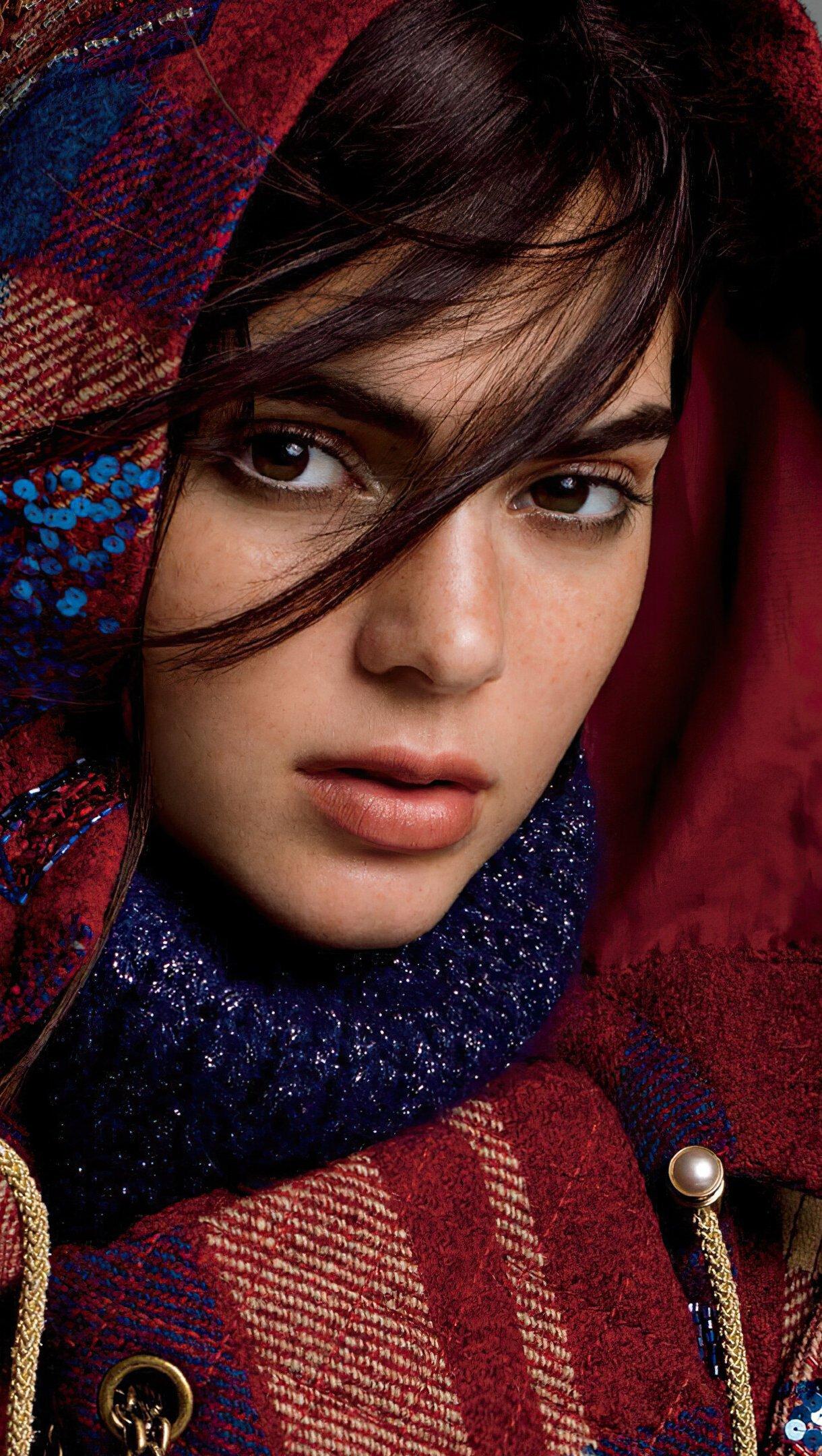 Wallpaper Kendall Jenner Modeling Vertical
