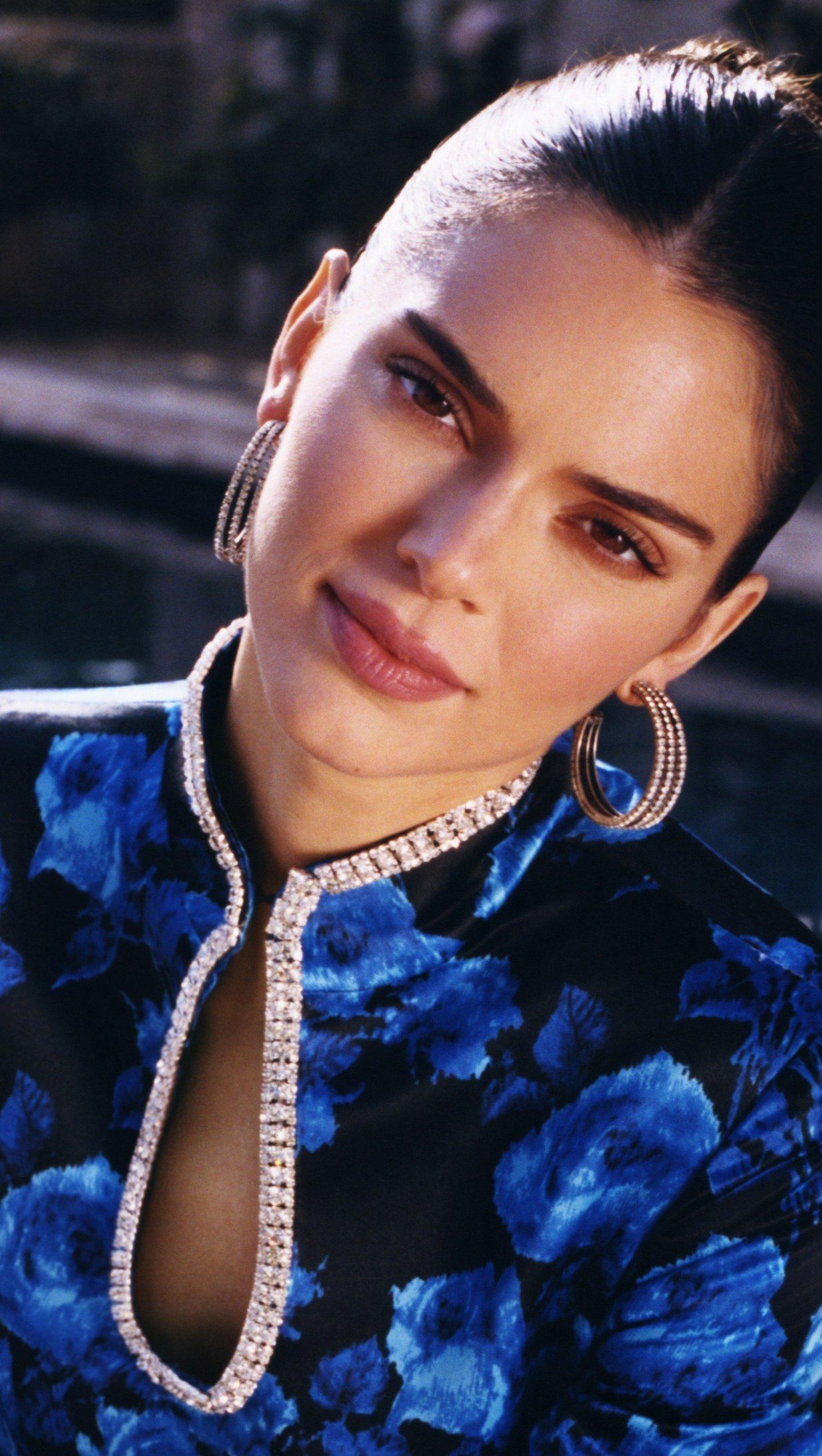 Wallpaper Kendall Jenner for Vogue Vertical