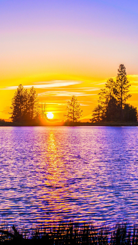 Fondos de pantalla Lago contra la puesta de sol Vertical