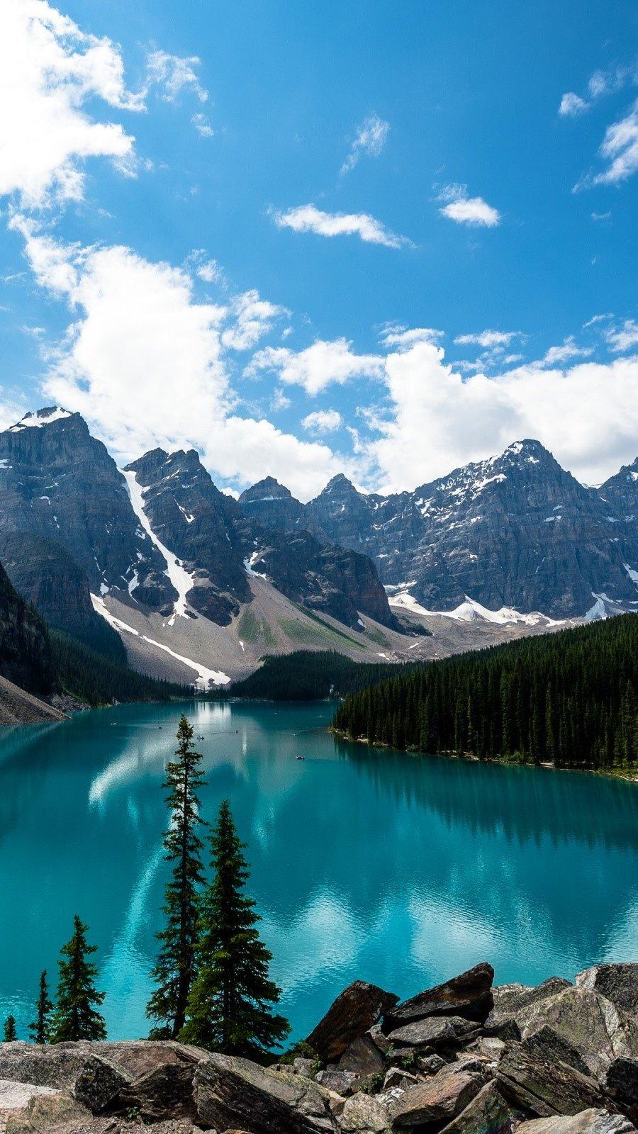 Wallpaper Moraine Lake in Canada Vertical