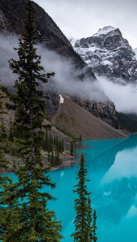Fondos de pantalla Lago Moraine en Canada con niebla Vertical