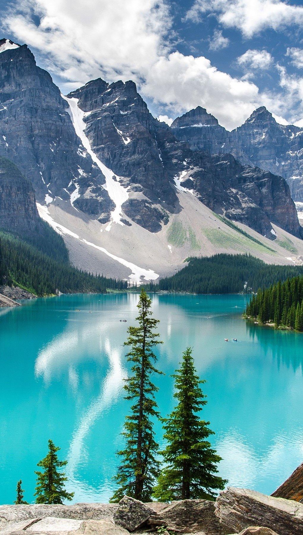 Wallpaper Moraine Lake in Banff National Park Vertical