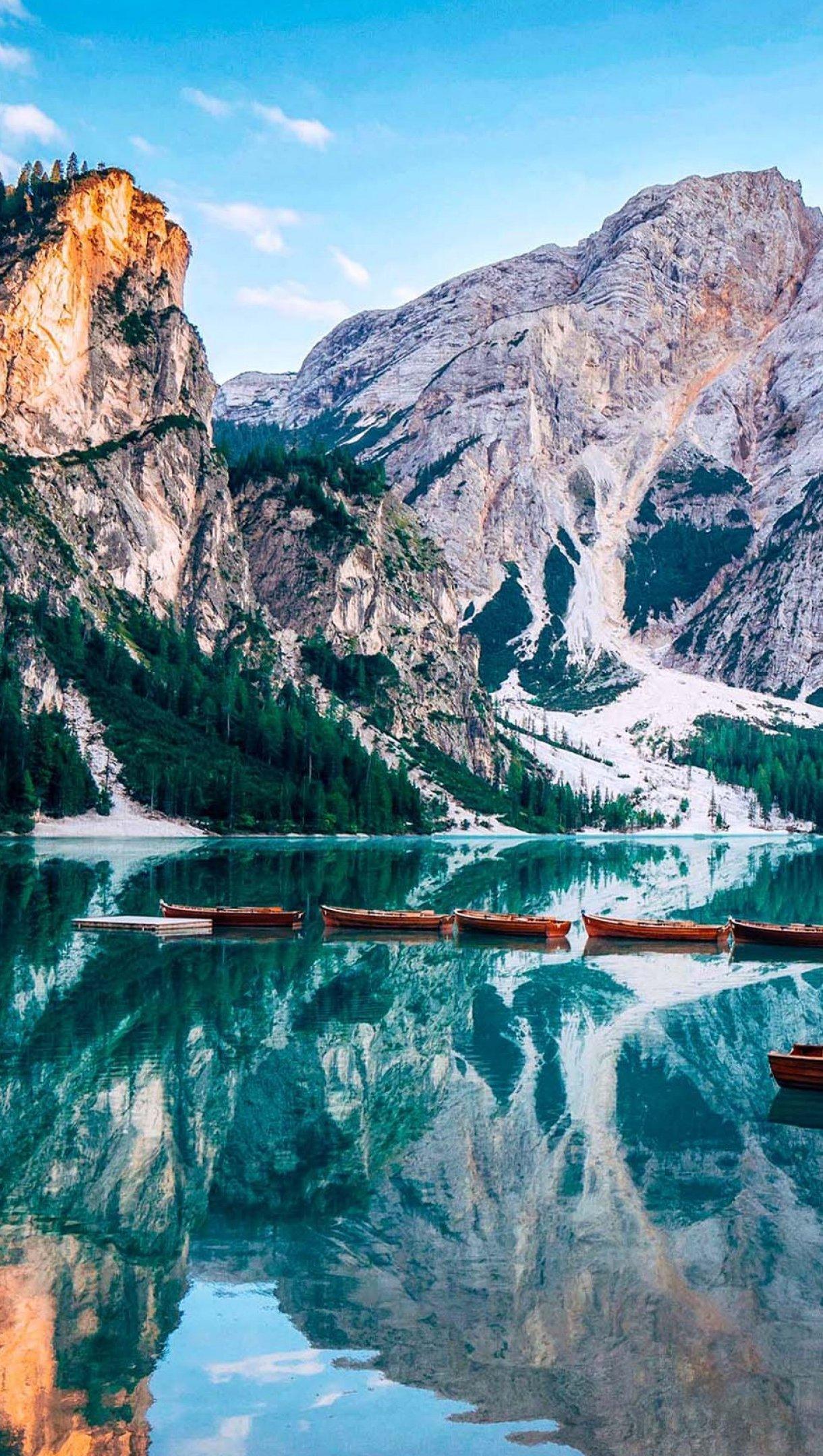 Fondos de pantalla Lago Prags en Italia Vertical