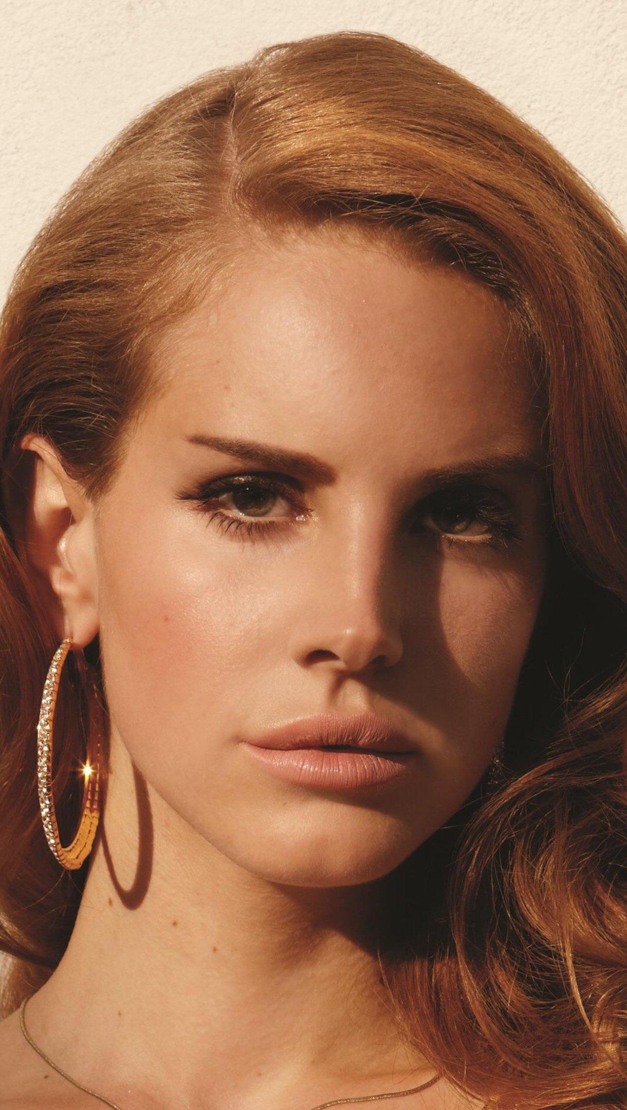 Wallpaper Lana del Rey in Complex Magazine Vertical