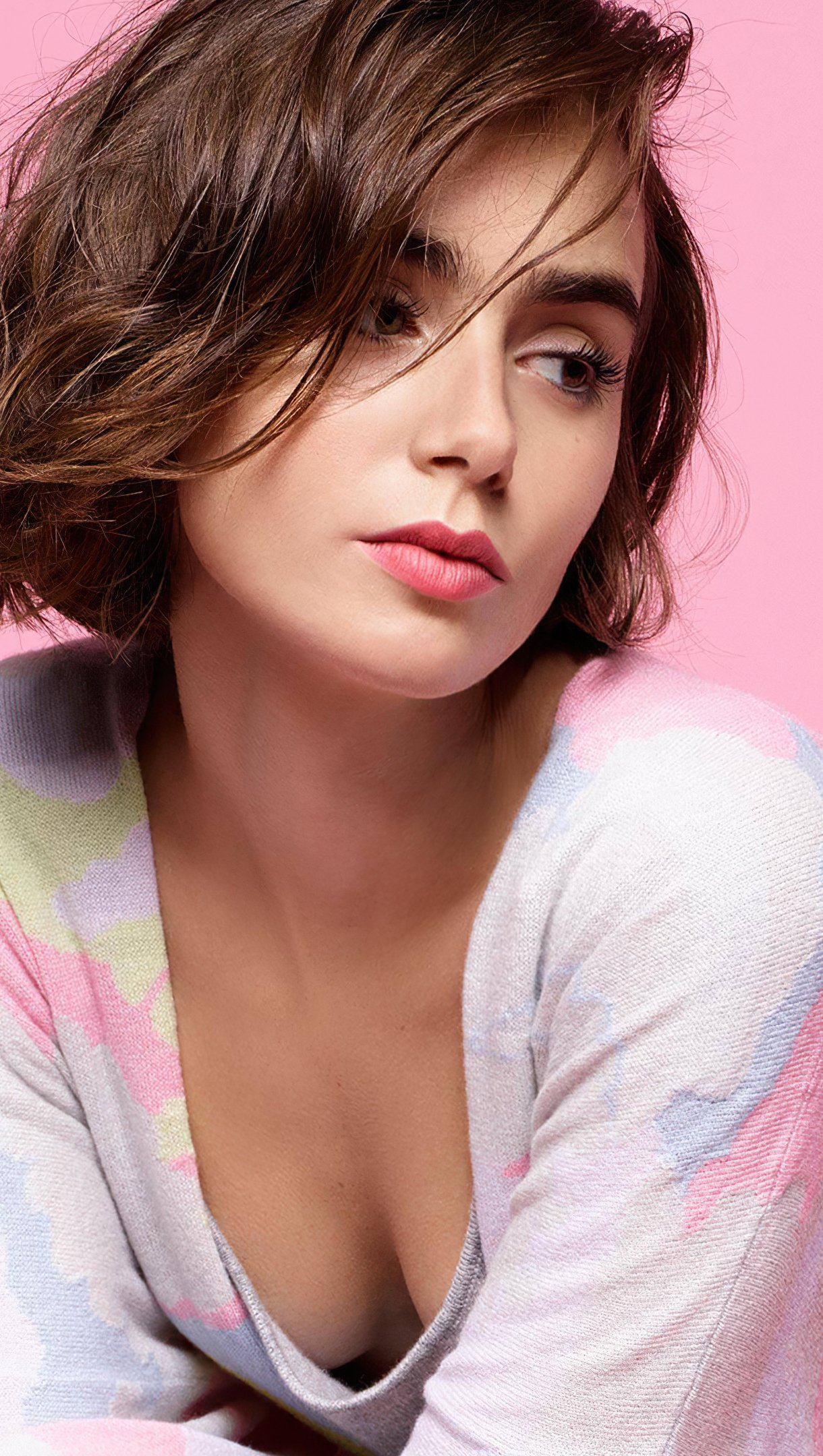 Fondos de pantalla Lily Collins cabello corto Vertical