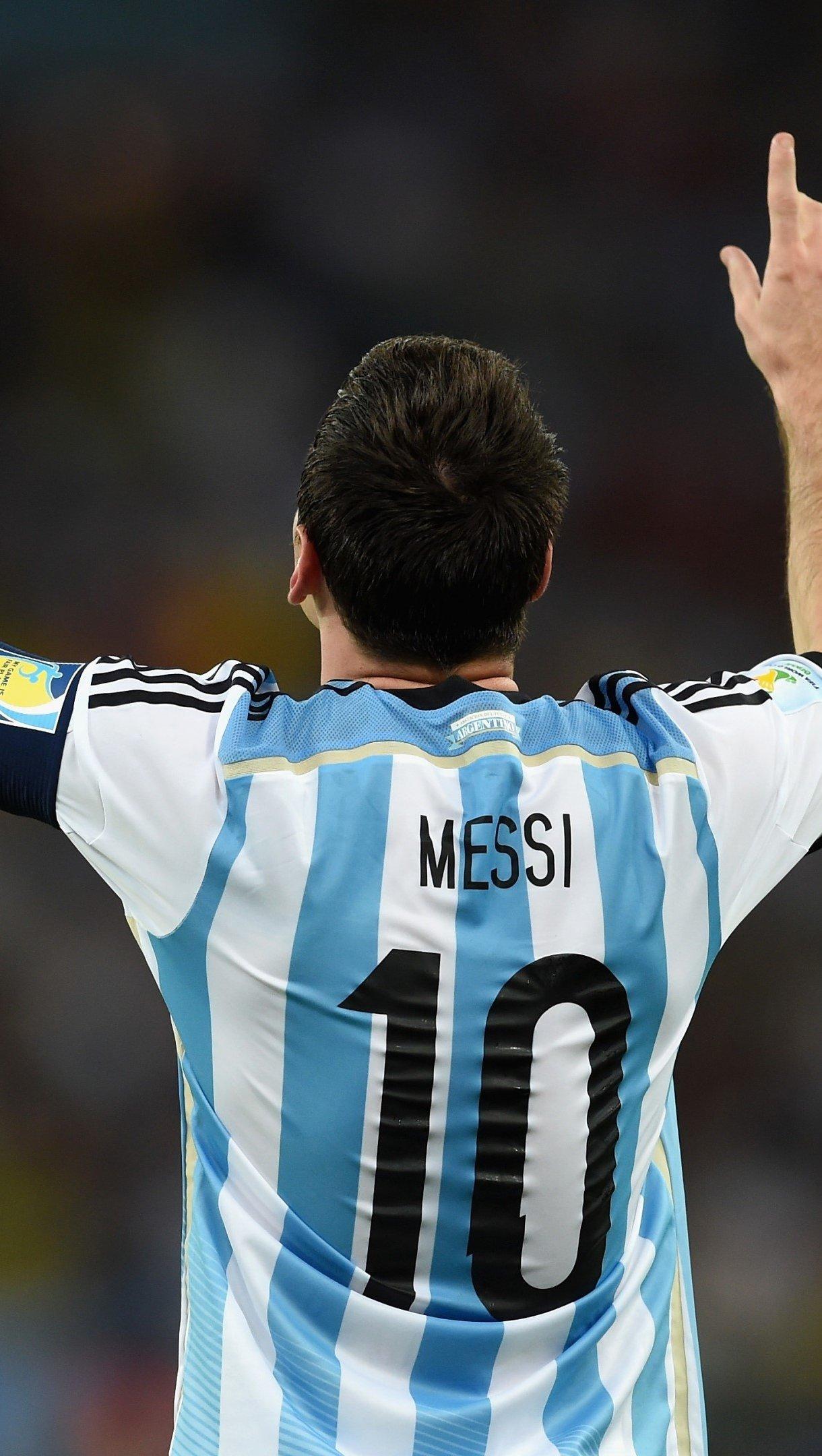 Wallpaper Lionel Messi in a stadium Vertical