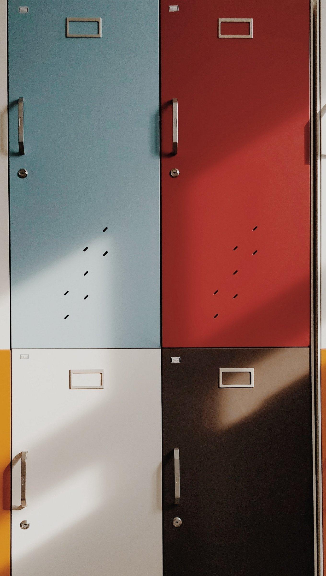 Fondos de pantalla Lockers de colores Vertical