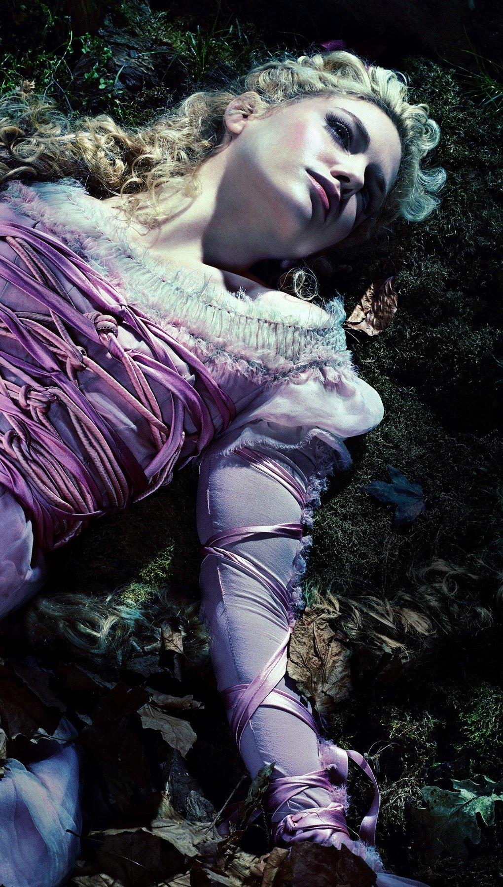 Fondos de pantalla Mackenzie Mauzy como Rapunzel Vertical