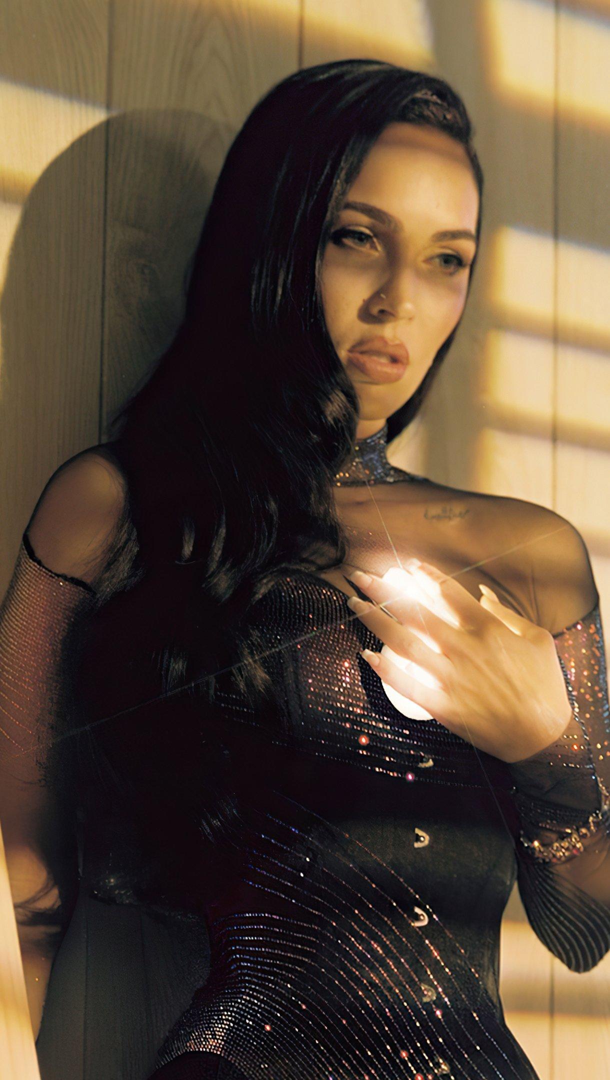 Fondos de pantalla Megan Fox CR Fashion book Vertical