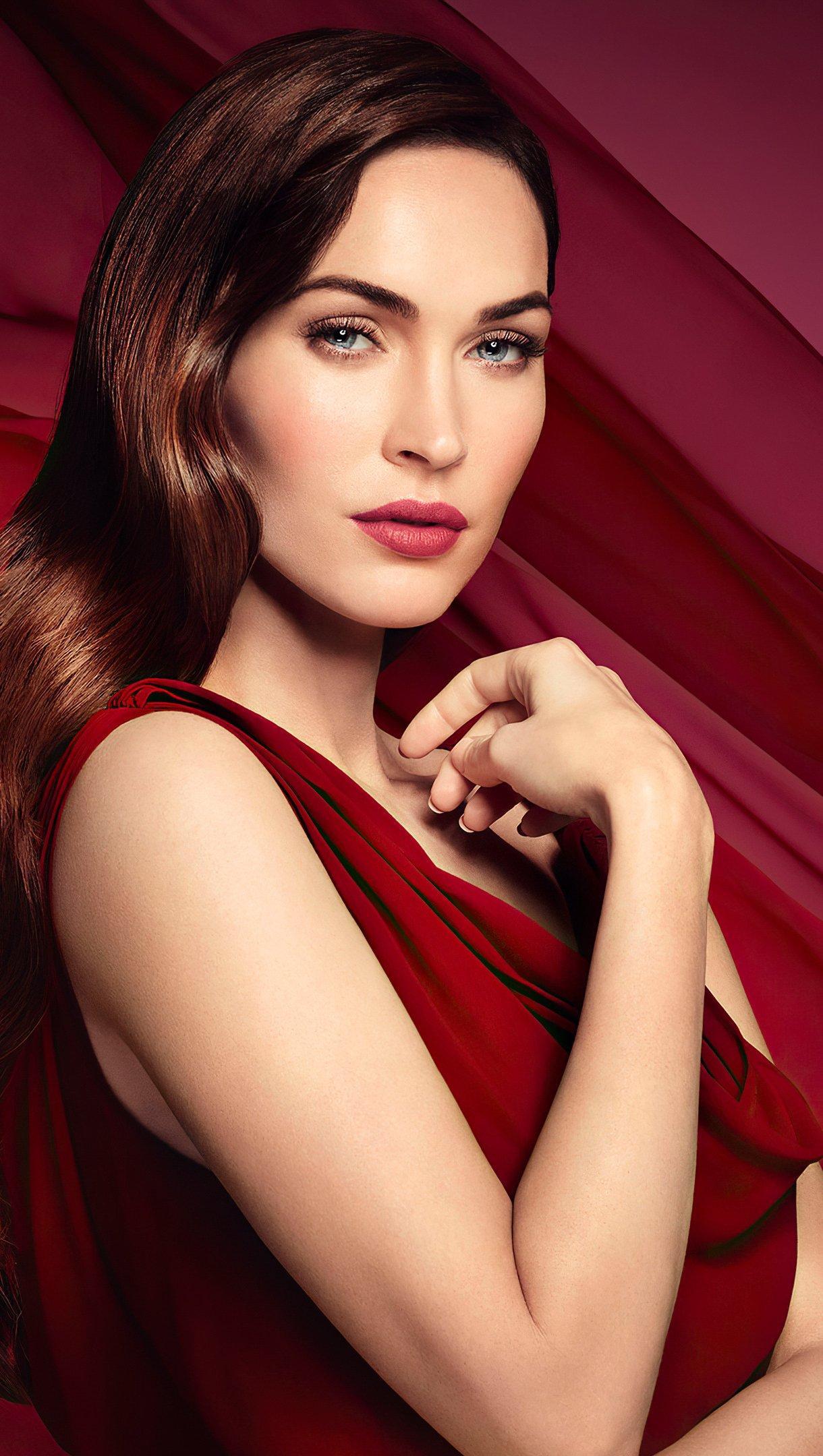 Fondos de pantalla Megan Fox Vestido Rojo Vertical