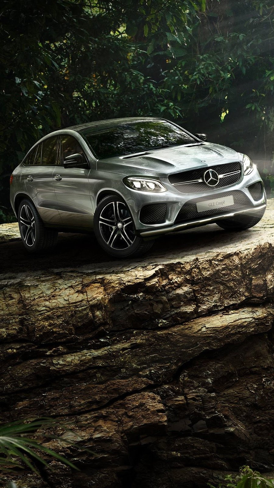 Fondos de pantalla Mercedes Benz GLE Coupe en Jurassic World Vertical