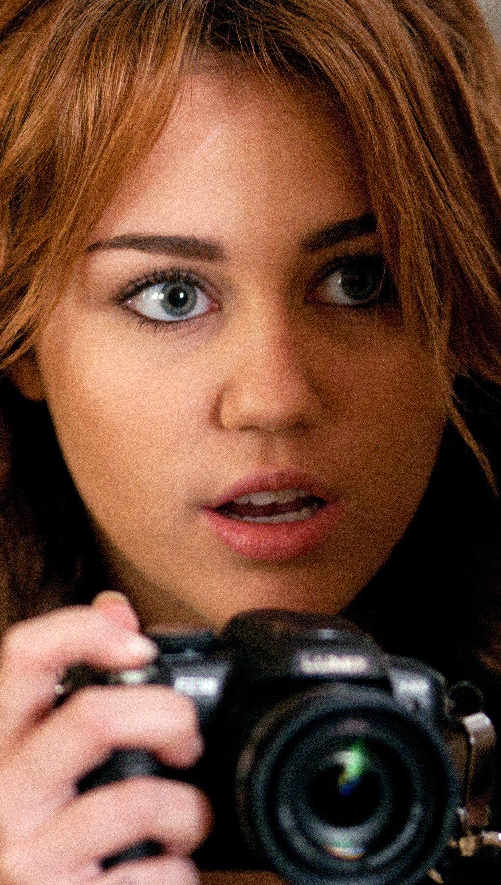 Fondos de pantalla Miley cyrus en Peligrosamente infiltrada Vertical