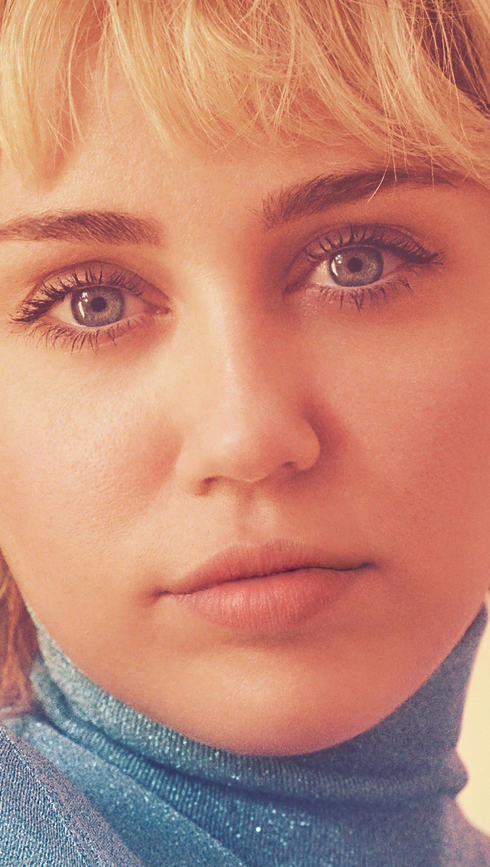 Wallpaper Miley Cyrus Gucci Vertical