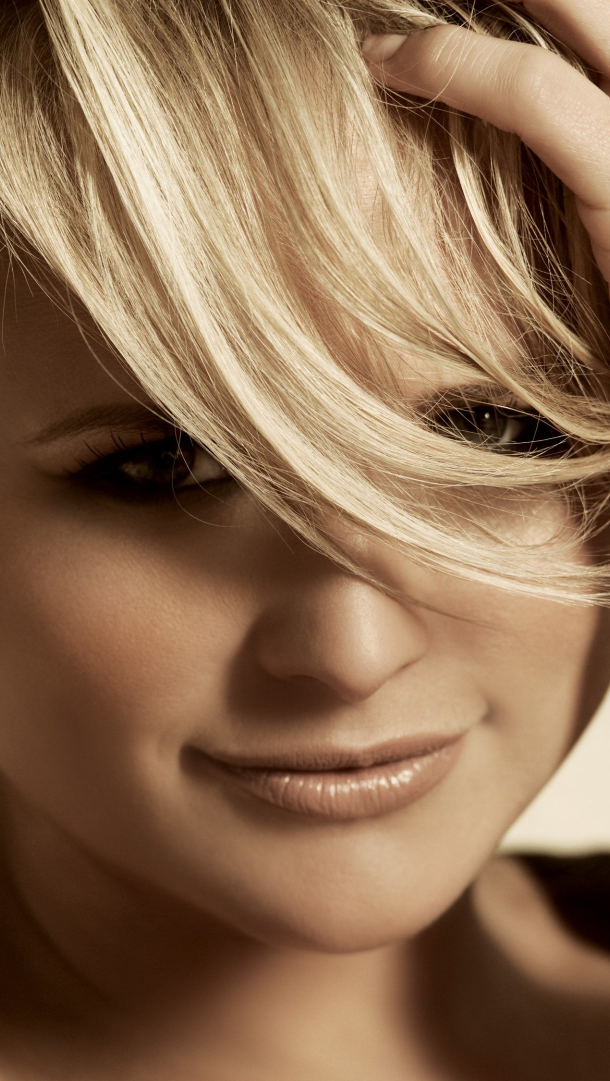 Wallpaper Miranda Lambert with short hair Vertical