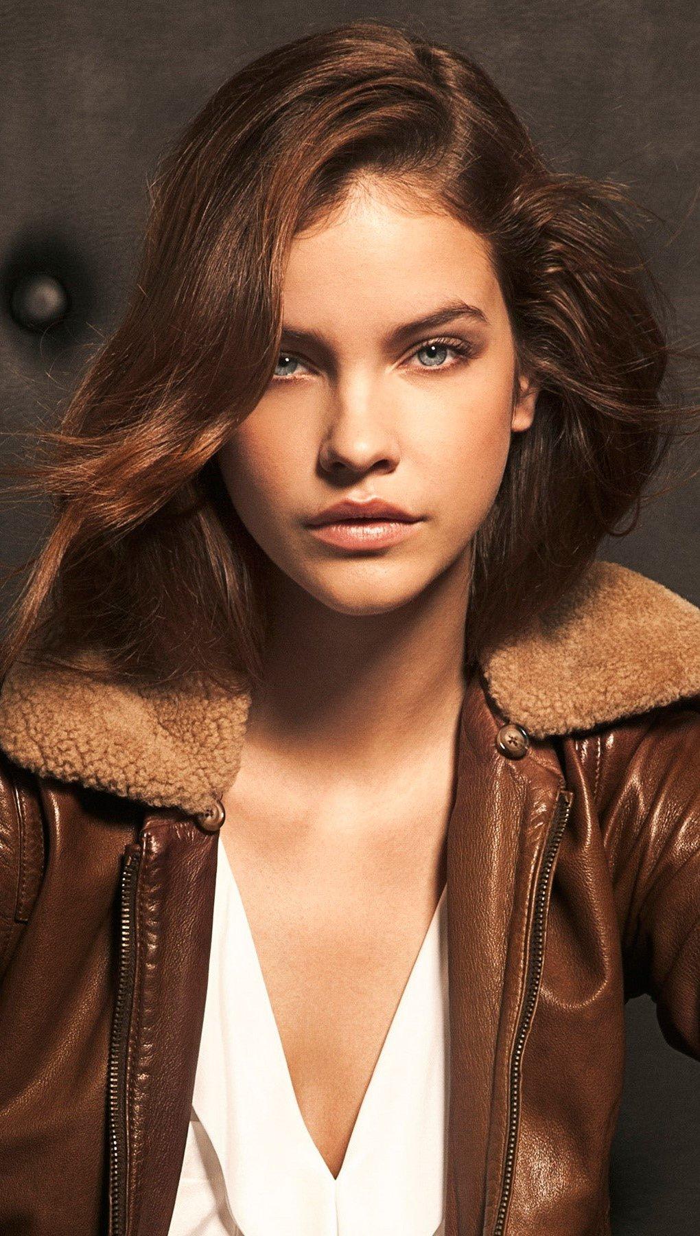 Fondos de pantalla Modelo de Victorias Secret Barbara Palvin Vertical