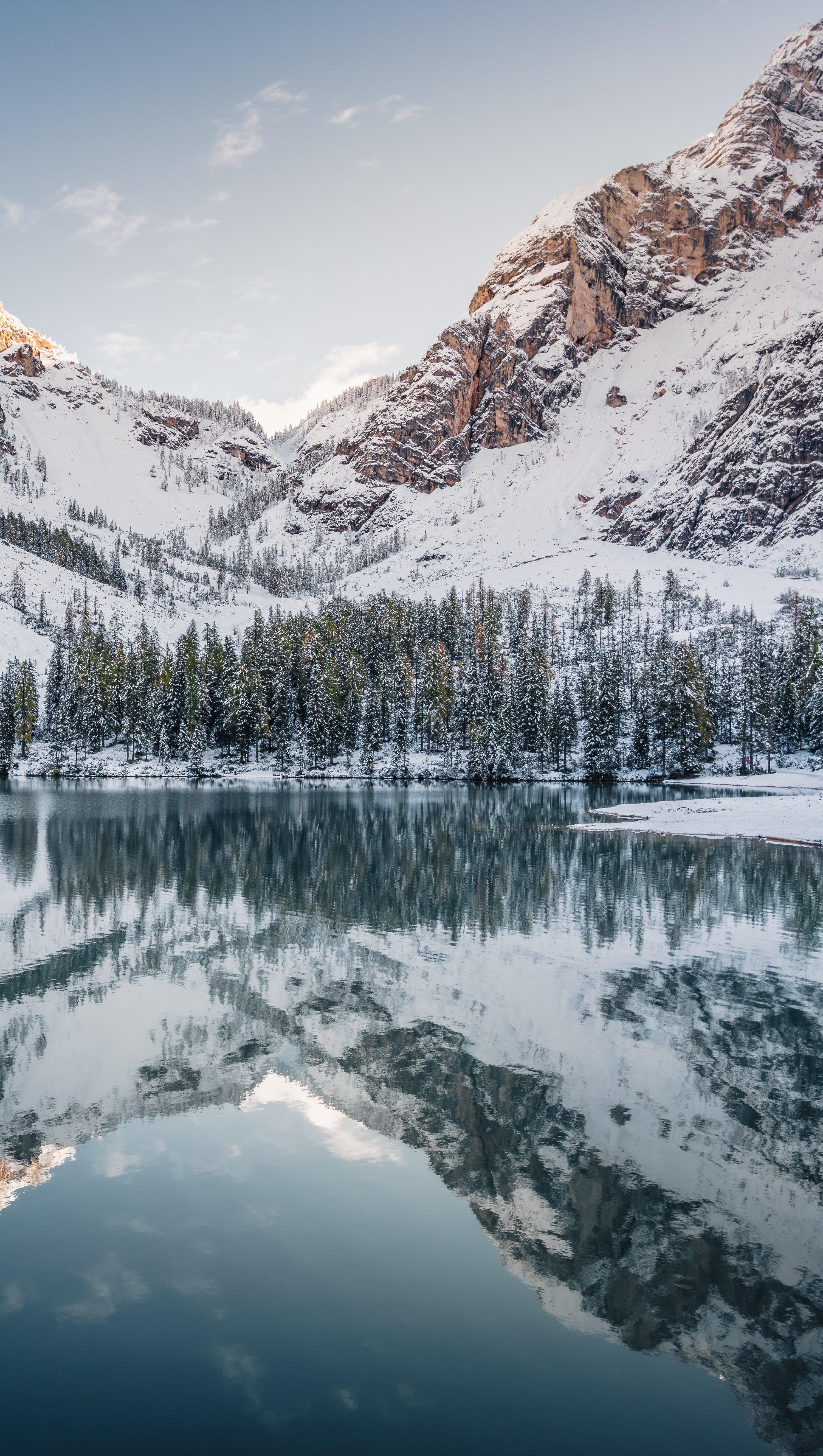 Fondos de pantalla Montañas cubiertas de nieve Vertical