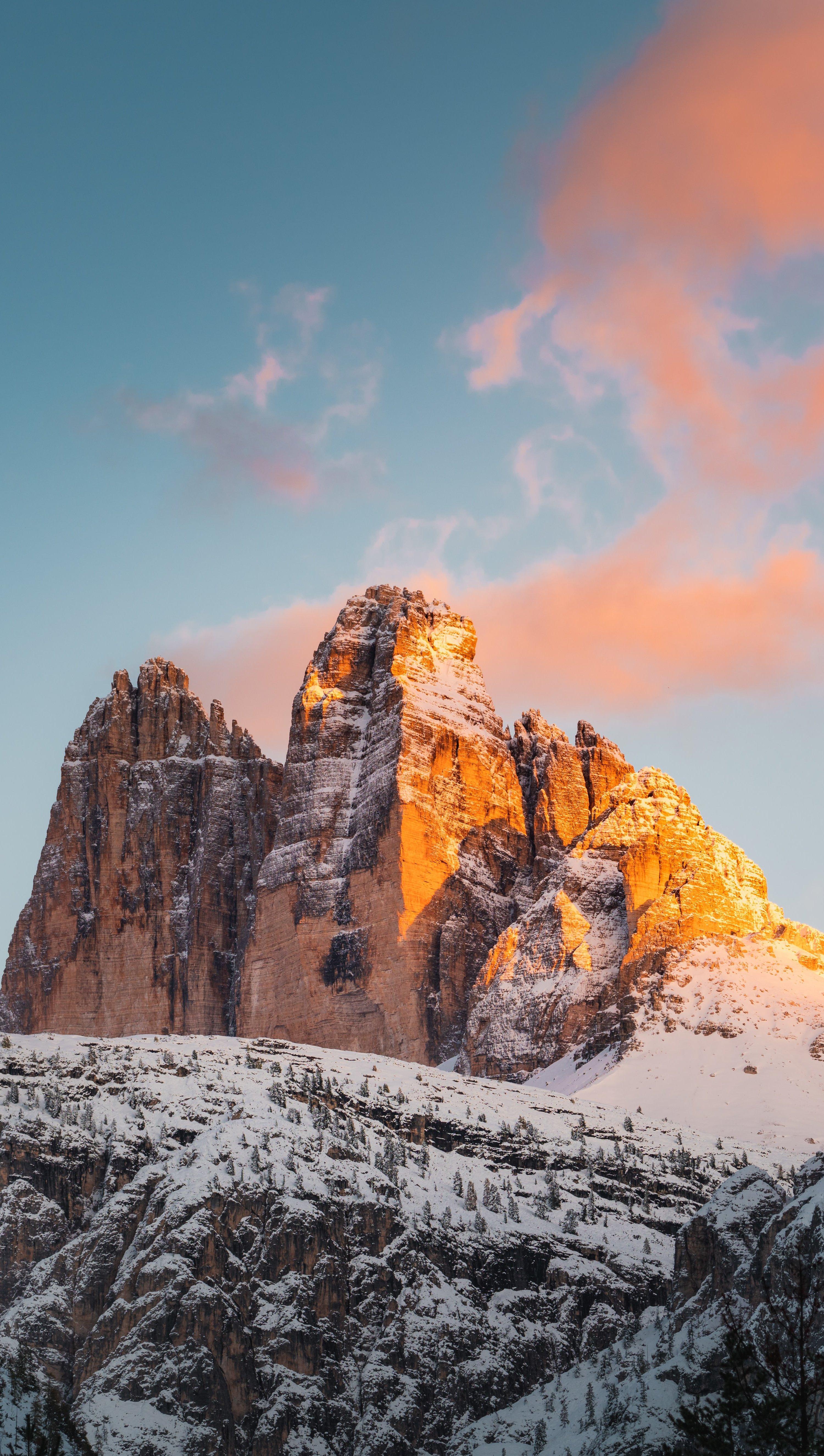 Fondos de pantalla Montañas cubiertas de nieve al atardecer Vertical