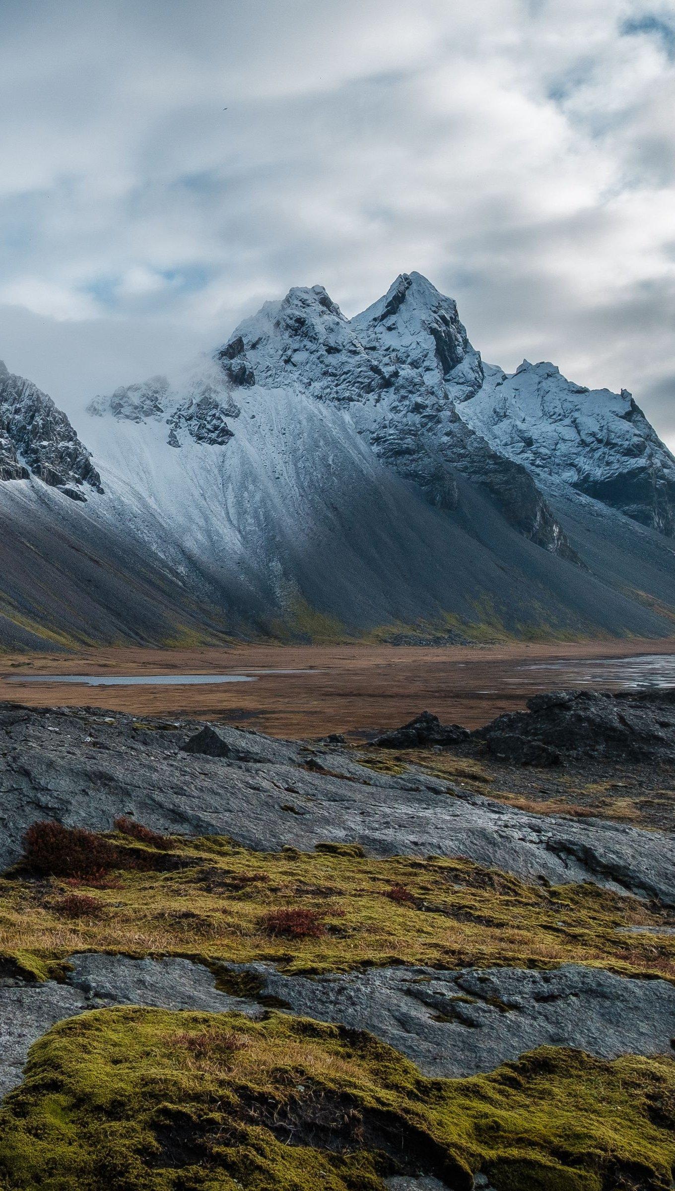 Fondos de pantalla Montañas en paisaje nublado Vertical