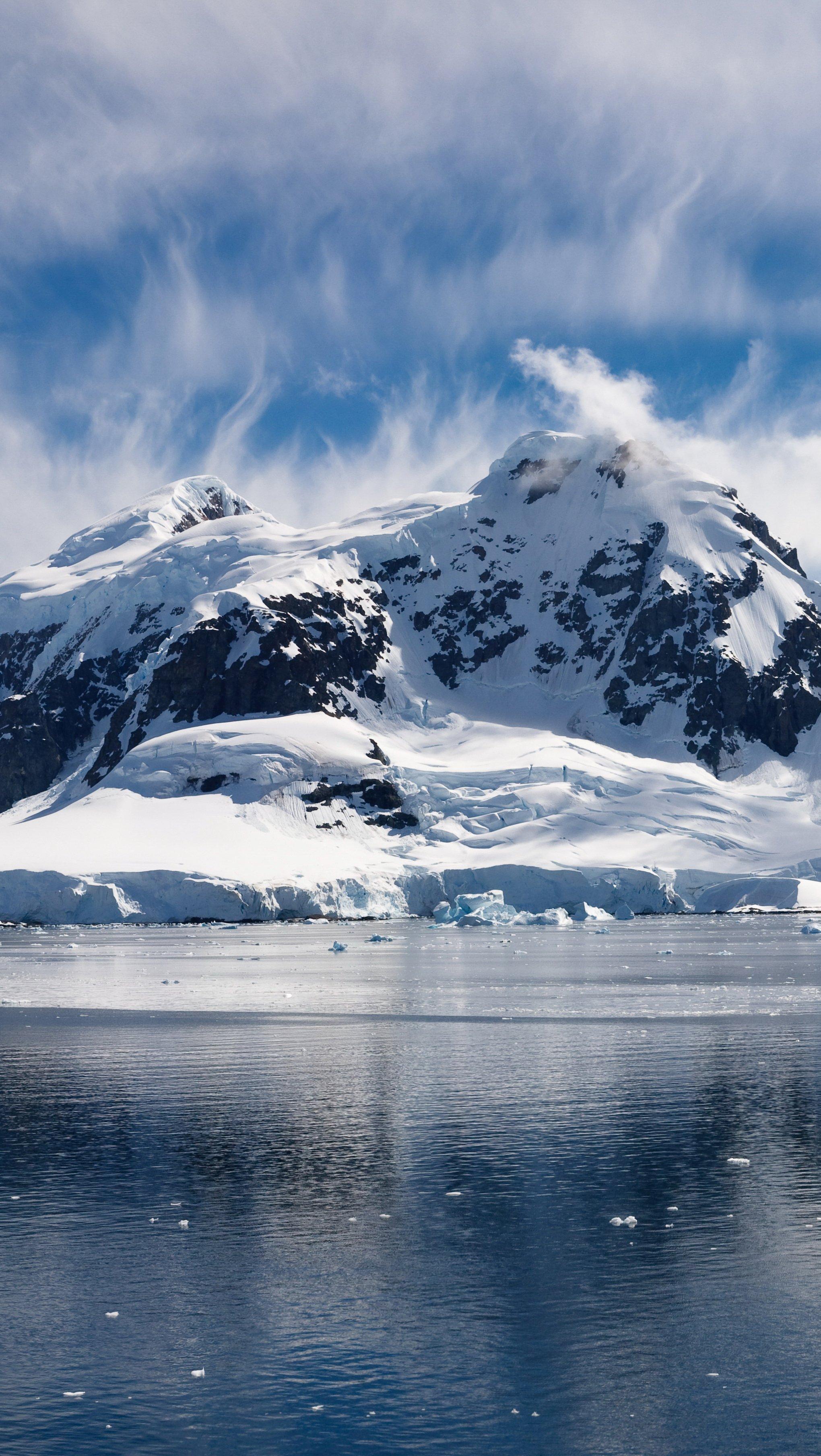 Wallpaper Snowy mountains in Arctic Ocean Vertical