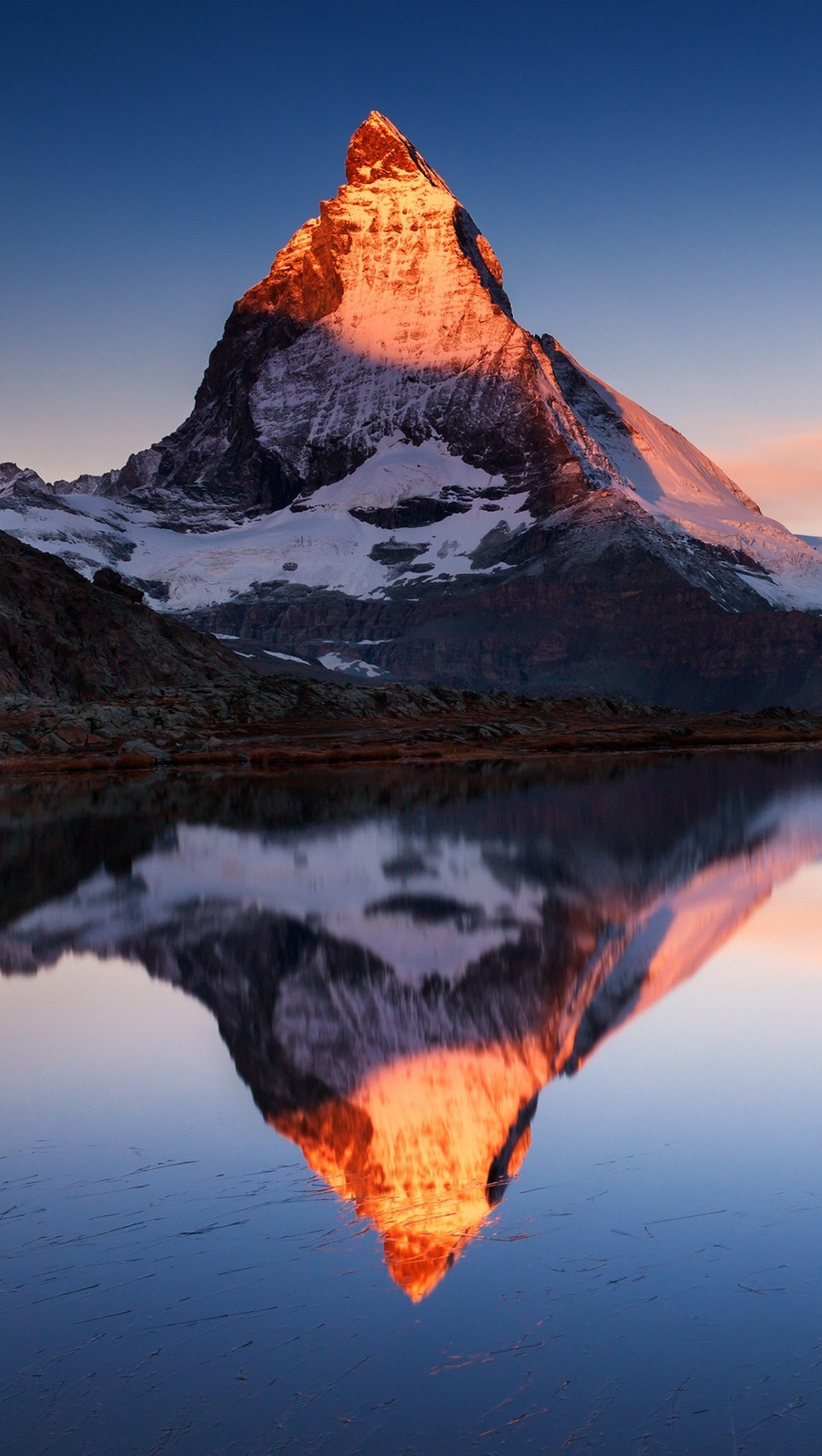 Wallpaper Mountains reflected in lake APPLE IOS10 Vertical
