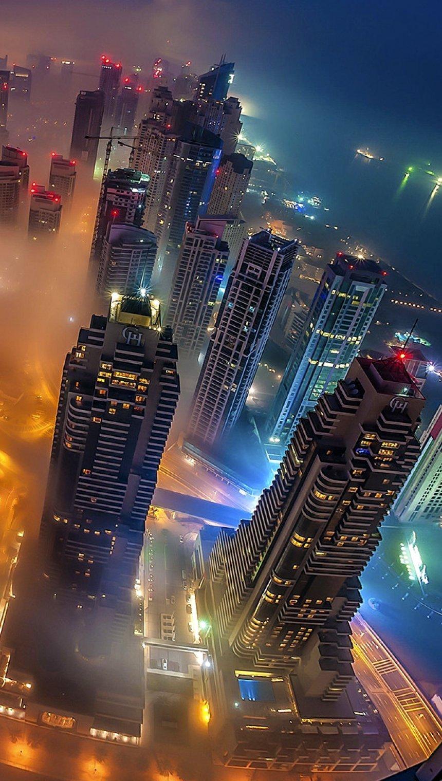 Fondos de pantalla Noche de niebla en la ciudad Vertical