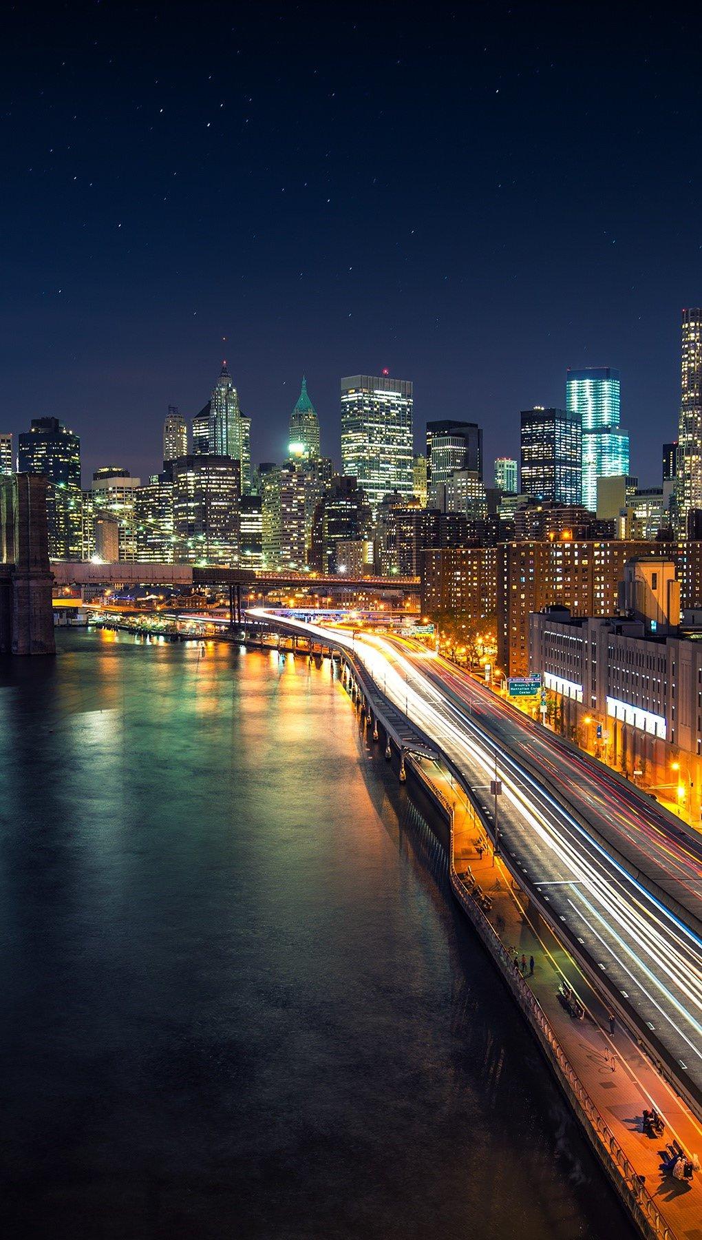 Wallpaper Night in Manhattan Vertical
