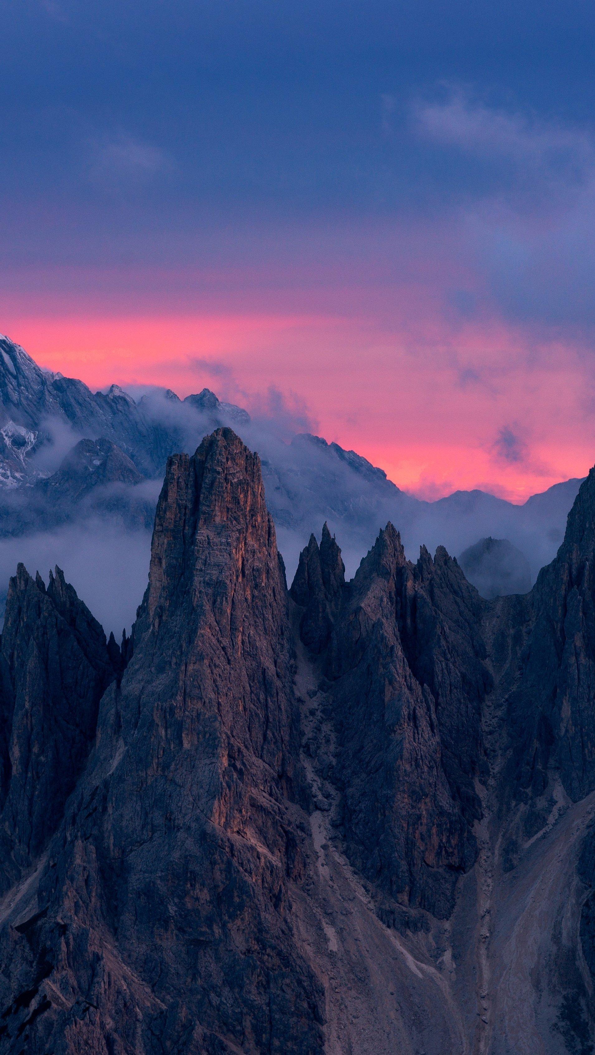 Fondos de pantalla Nubes sobre las montañas Vertical