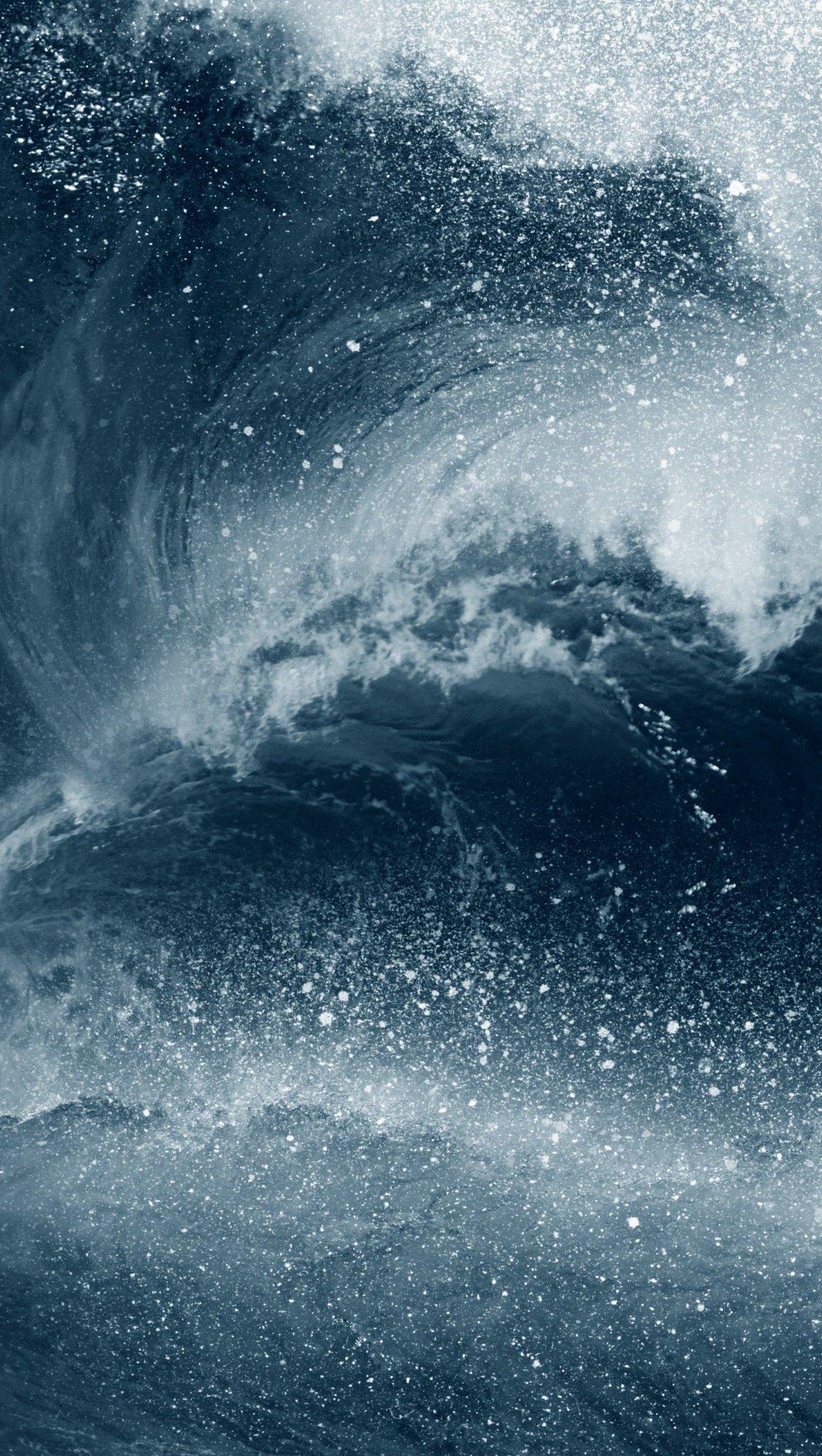 Wallpaper Wave in the ocean during storm Vertical