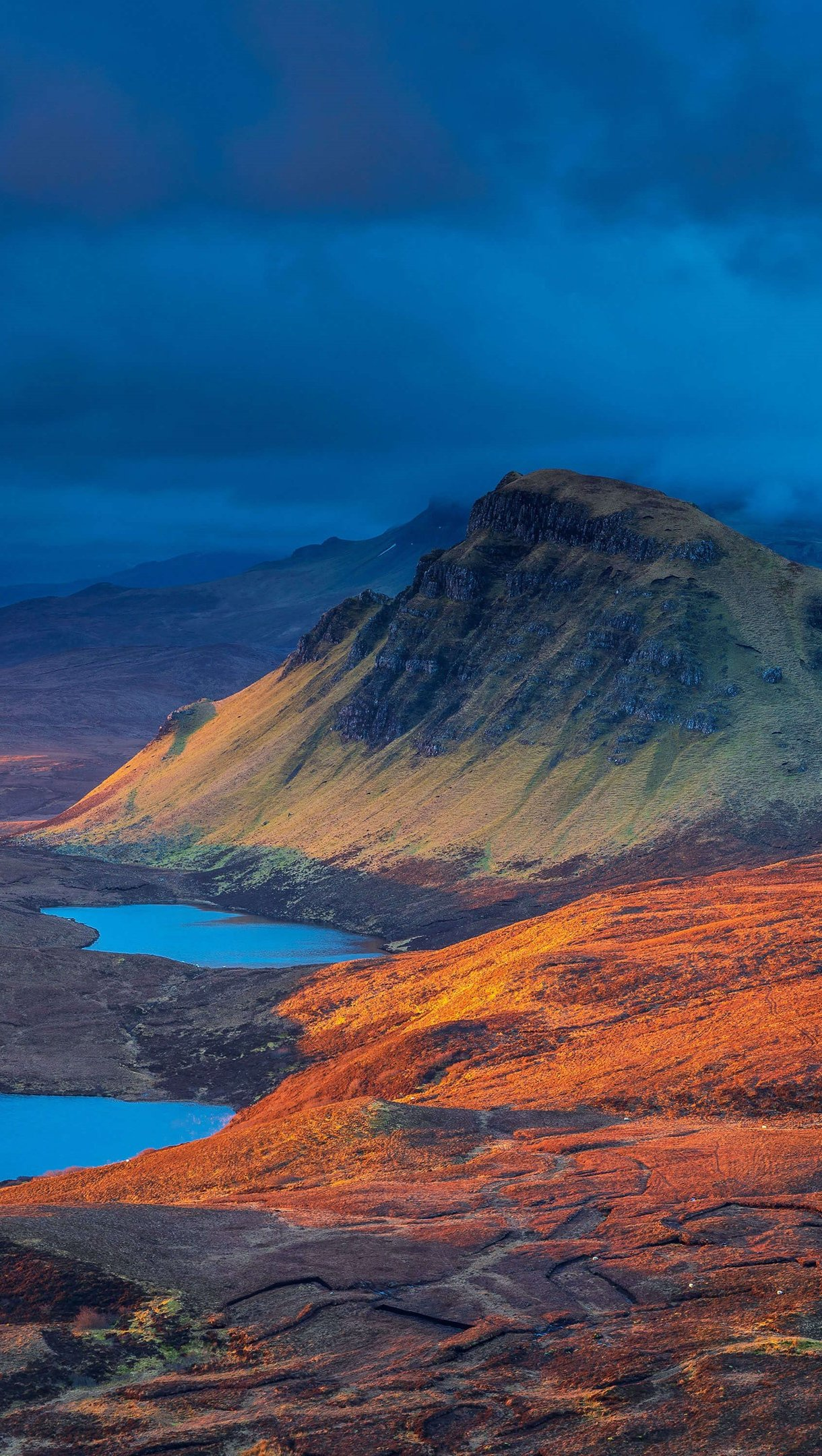 Wallpaper Landscape of mountains in Scotland Vertical