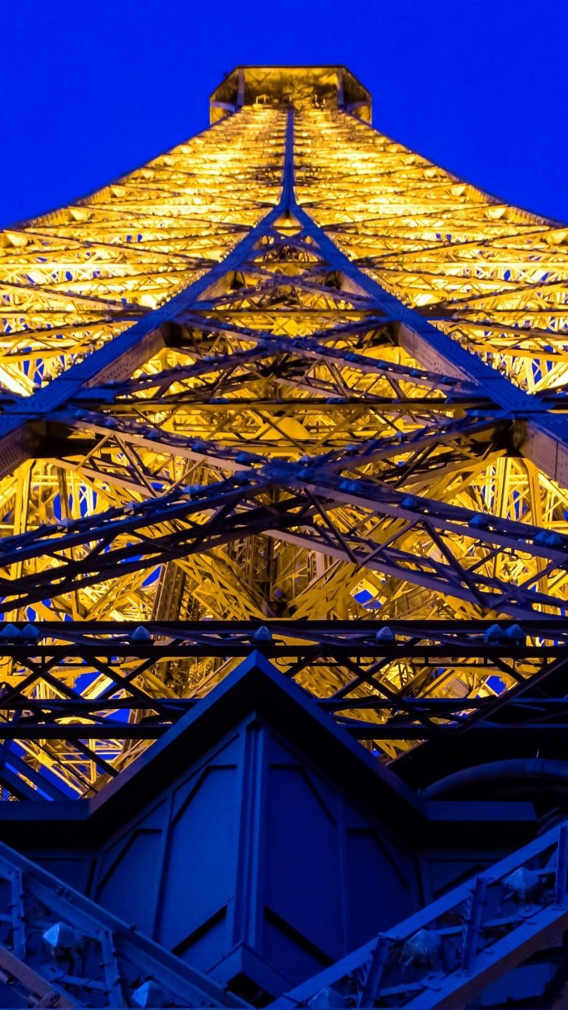 Wallpaper Perspective of the Eiffel Tower Vertical