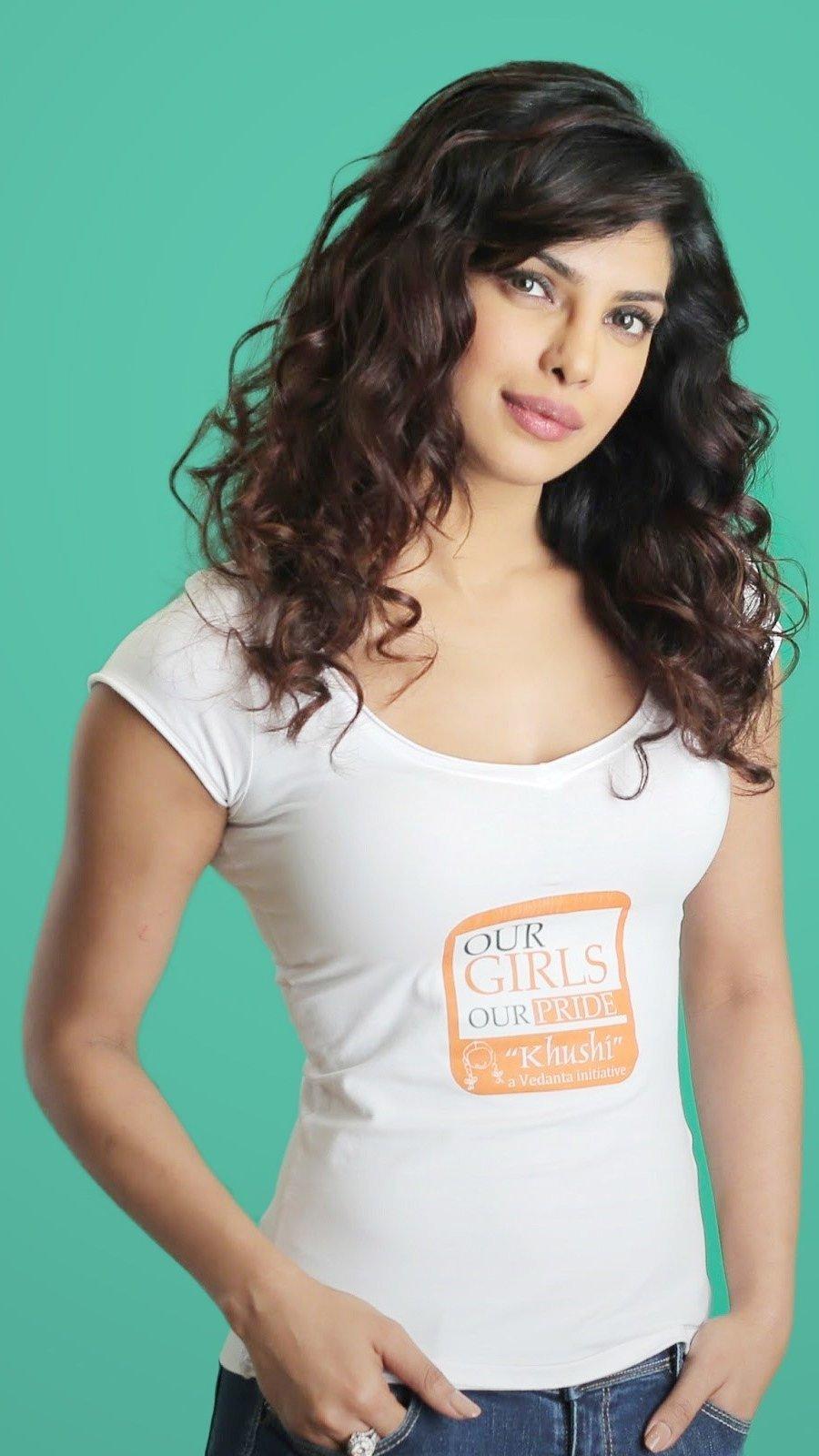 Fondos de pantalla Priyanka Chopra con cabello rizado Vertical