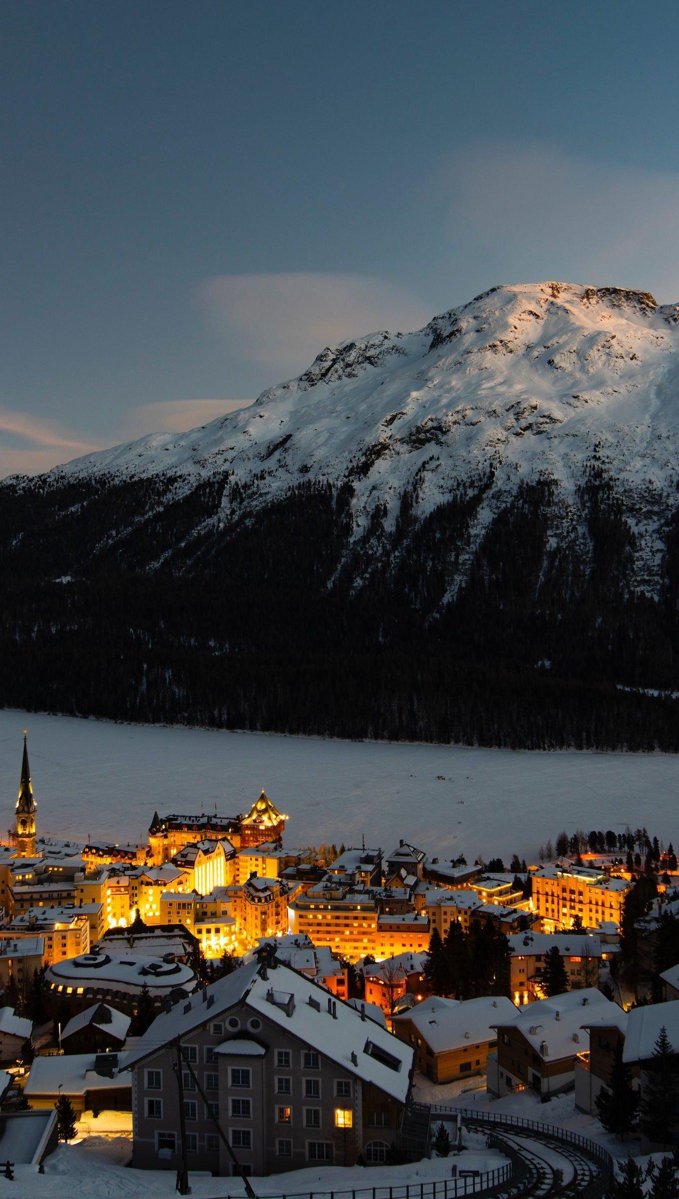 Fondos de pantalla Pueblo en invierno en montañas Vertical