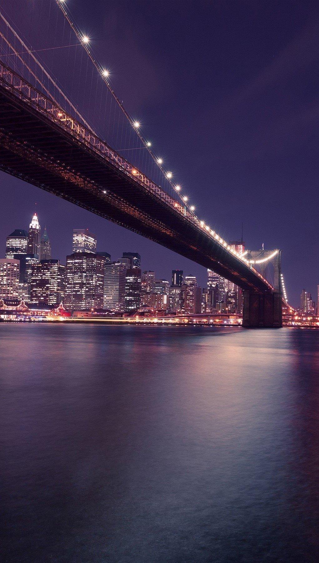 Wallpaper Brooklyn Bridge to Manhattan in New York Vertical