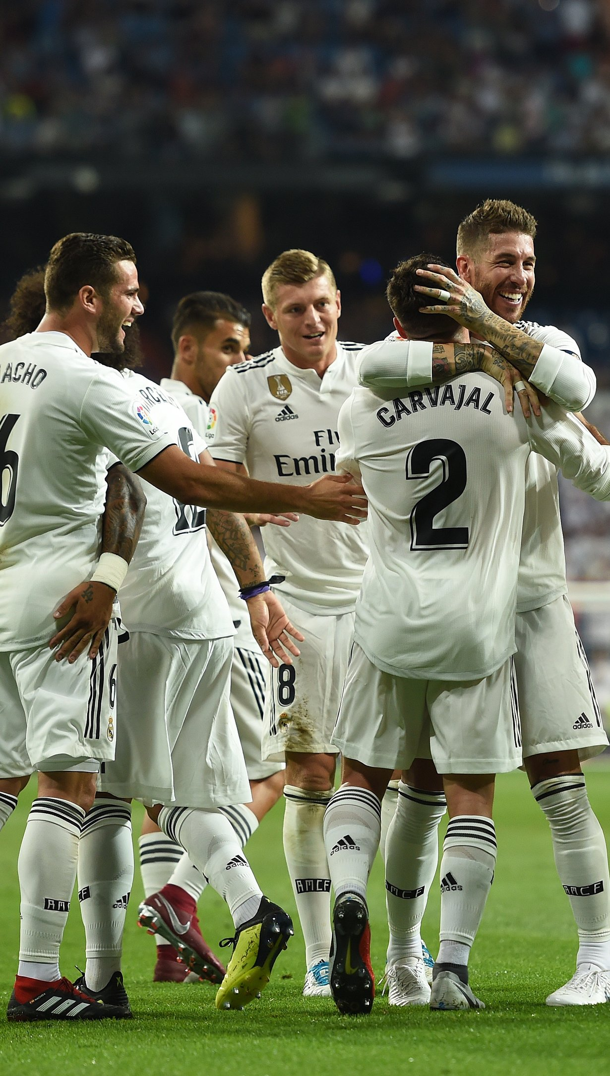 Fondos de pantalla Real Madrid celebrando gol Vertical