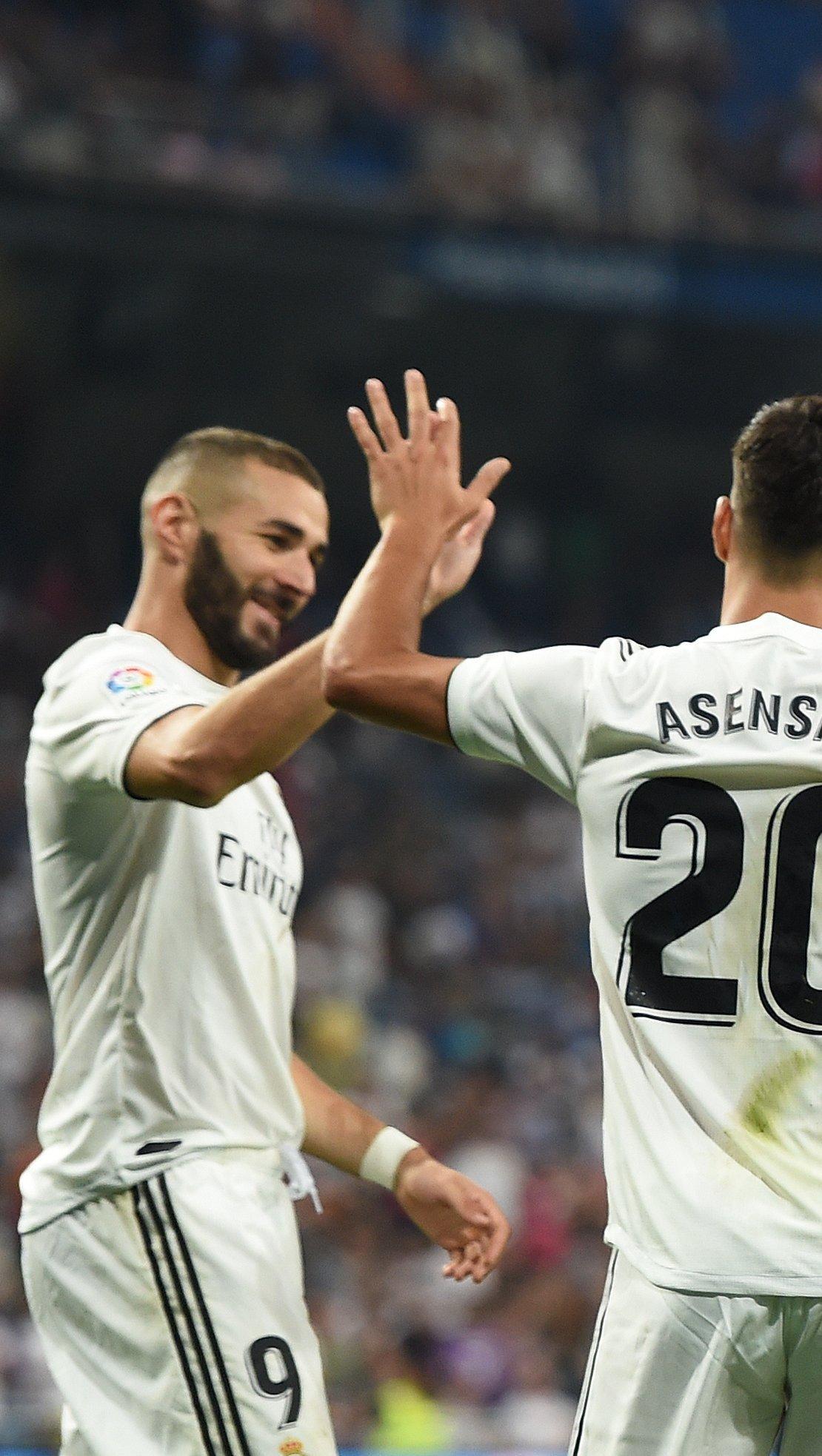 Fondos de pantalla Real Madrid festejando en partido Vertical